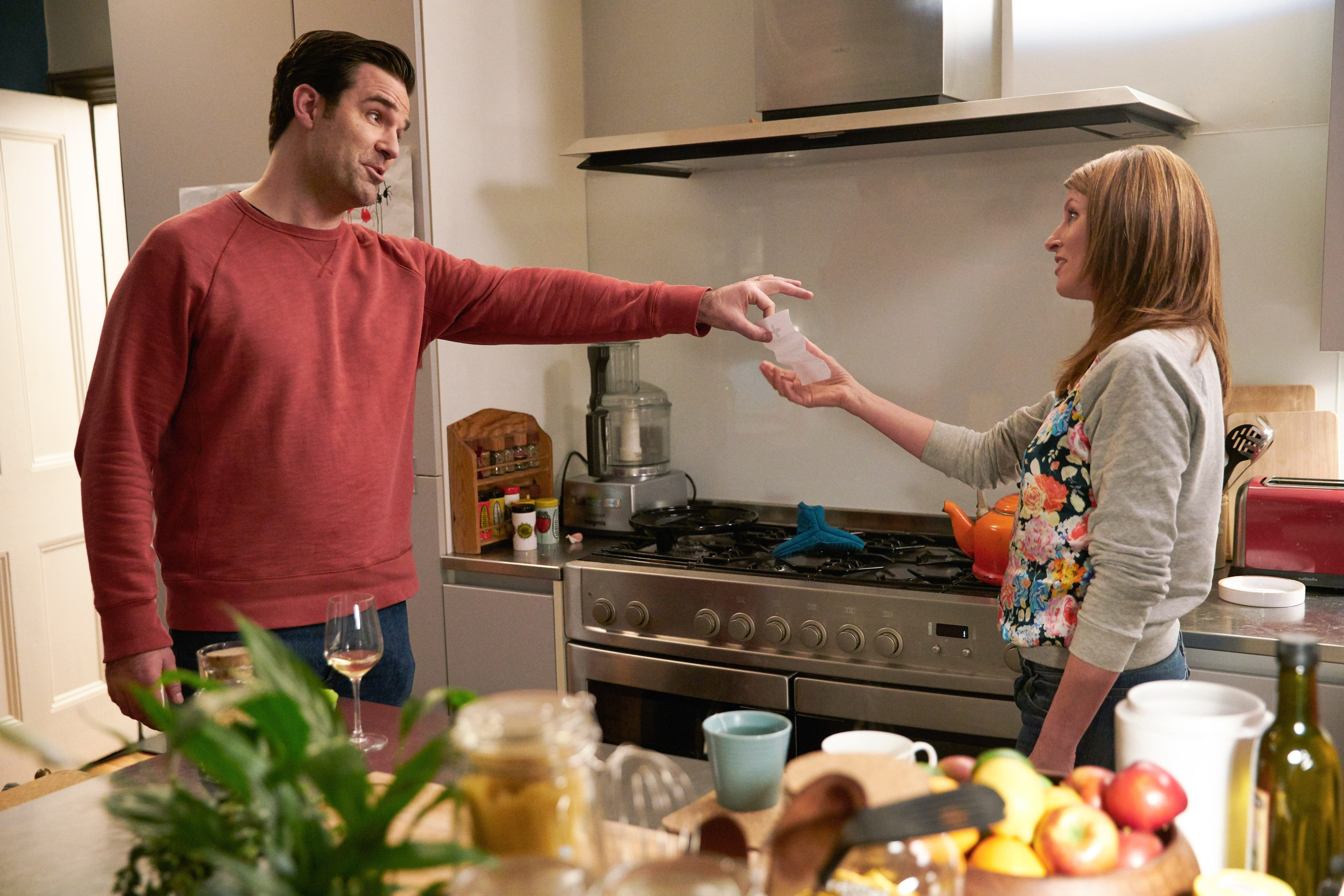Q&A: Will Sharon and Rob survive Season 3 of Amazon's 'Catastrophe'?