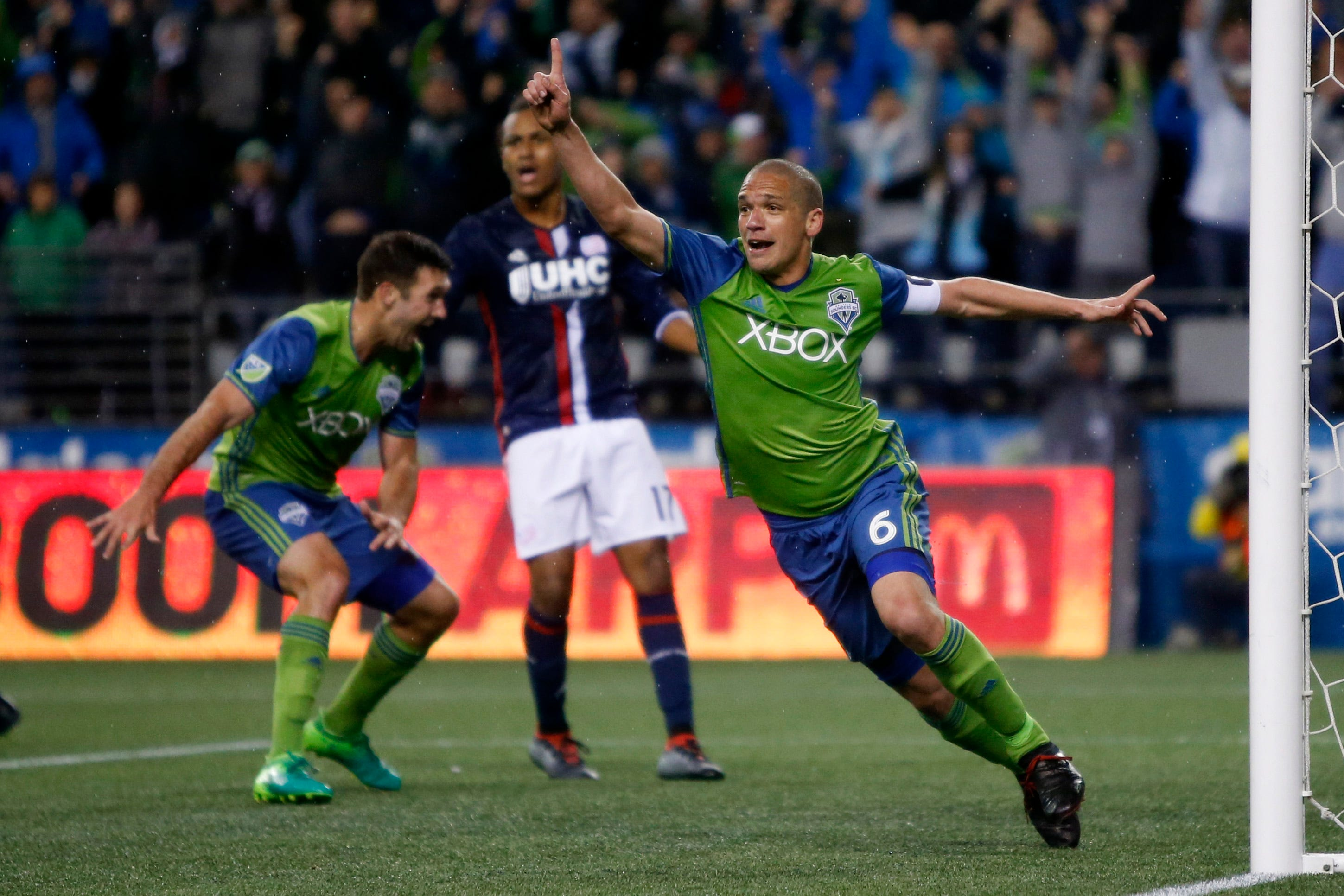 Sounders stage thrilling late-game rally for draw vs. Revolution