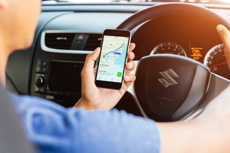 Bill aims to curb distracted driving, crashes