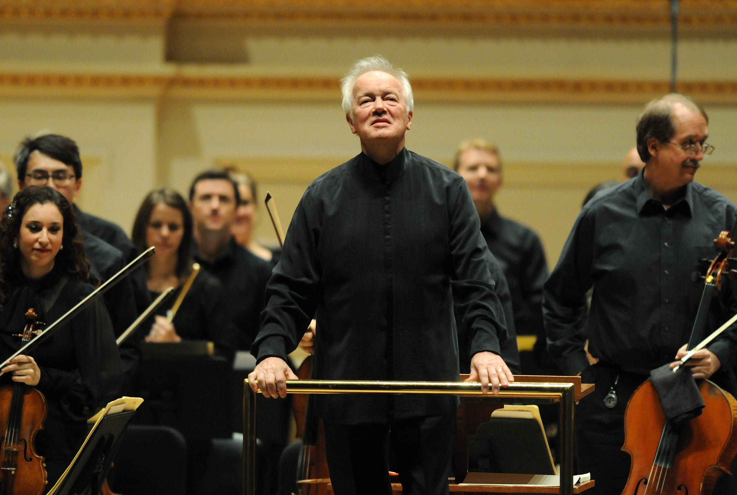 Milwaukee Symphony Music Director Edo de Waart acknowledges the audience during a 2012 concert at Carnegie Hall in New York.