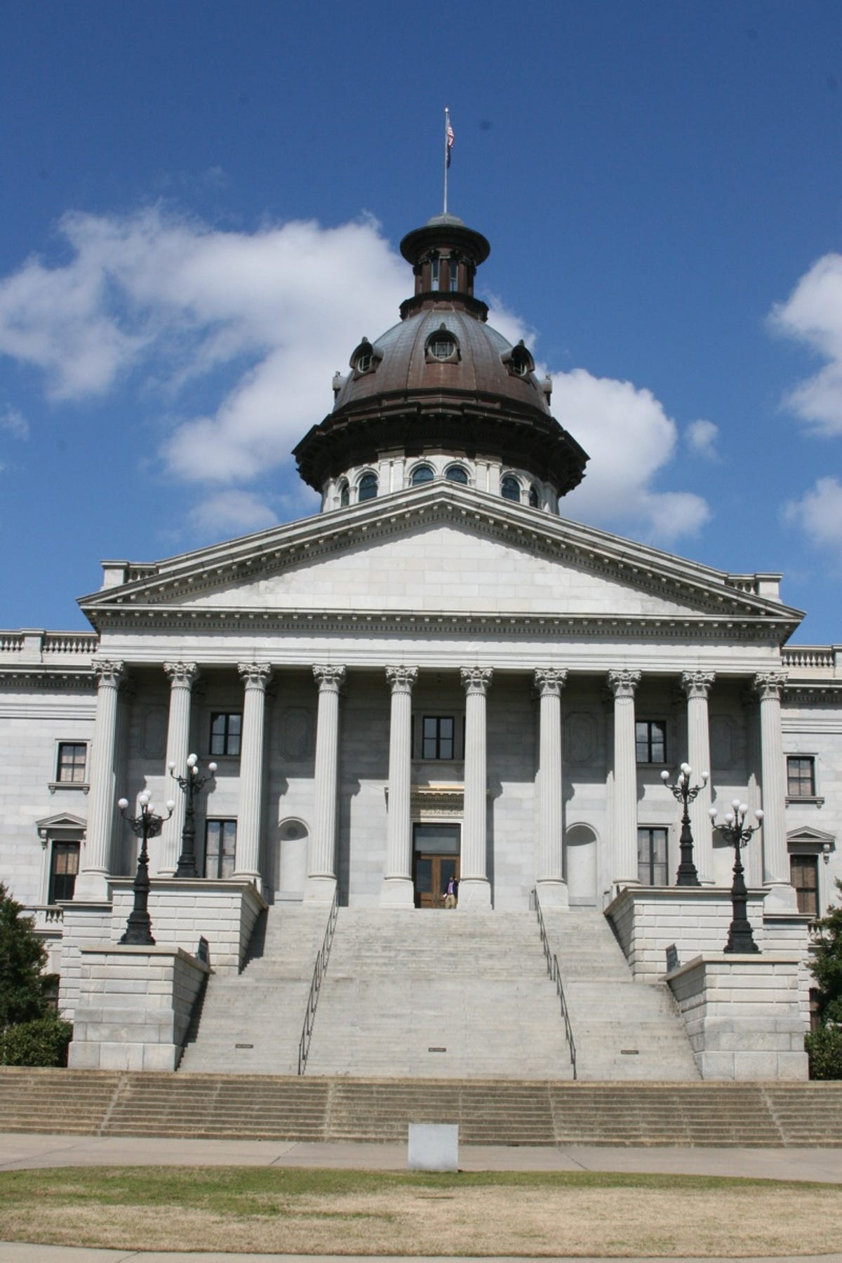 South Carolina lawmakers angle to get state employees a big pay raise