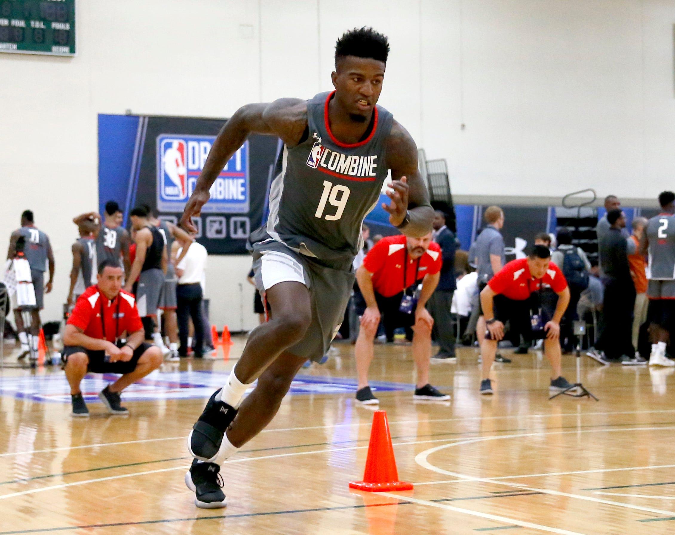 Oregon's Jordan Bell among six working out for Phoenix Suns