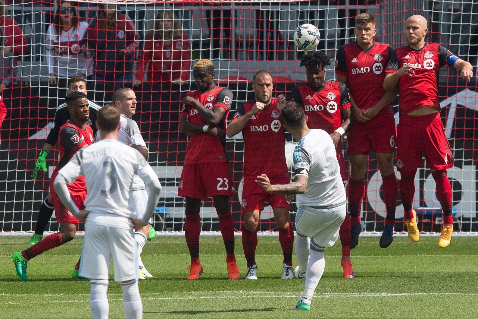 Toronto FC beats Minnesota United 3-2 for 6th straight win