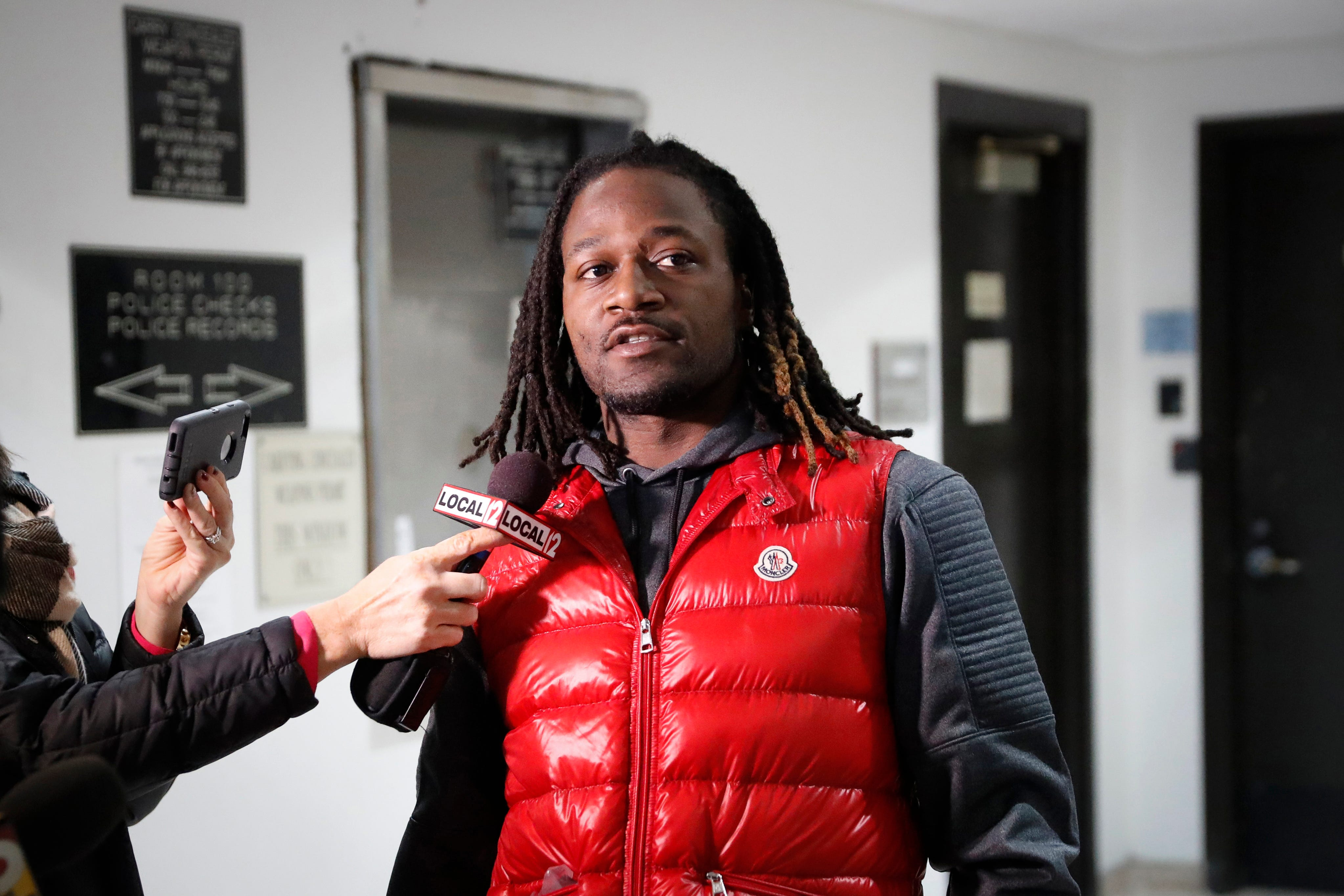 Ex-Bengals CB Adam 'Pacman' Jones fights off Atlanta airport employee charged with battery