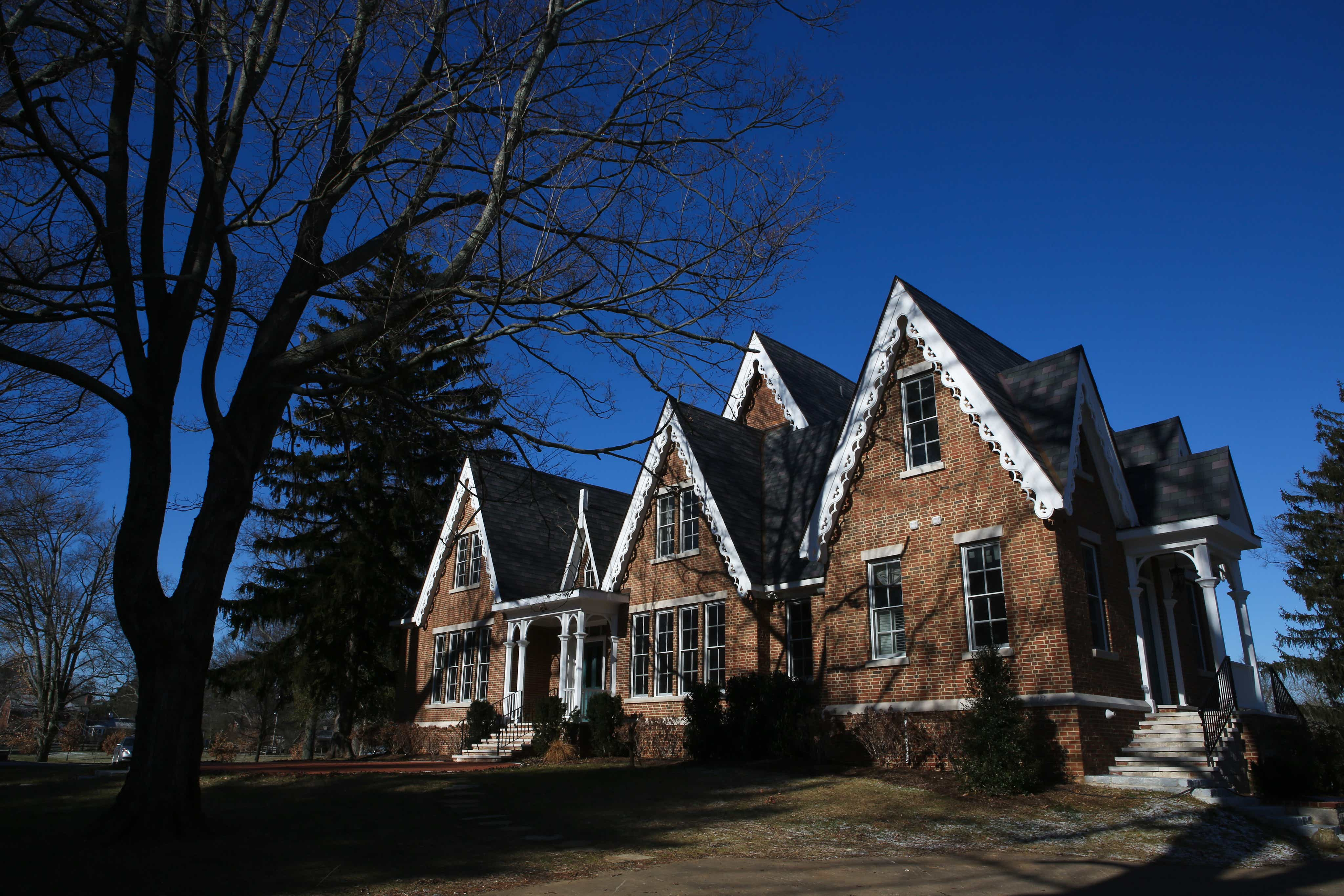 What's going on with Gov  Matt Bevin's house?