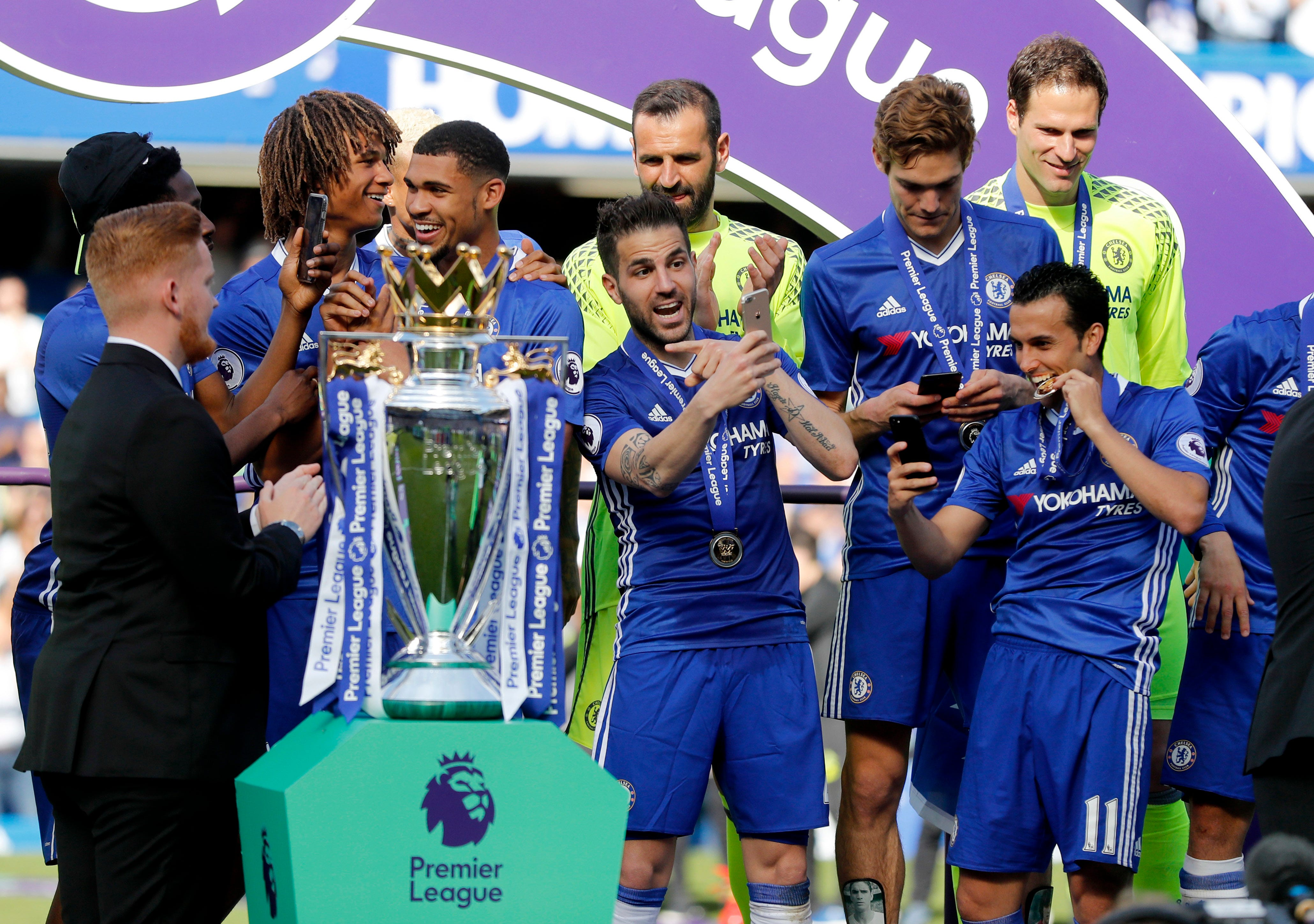 Chelsea celebrates title with 5-1 win over Sunderland