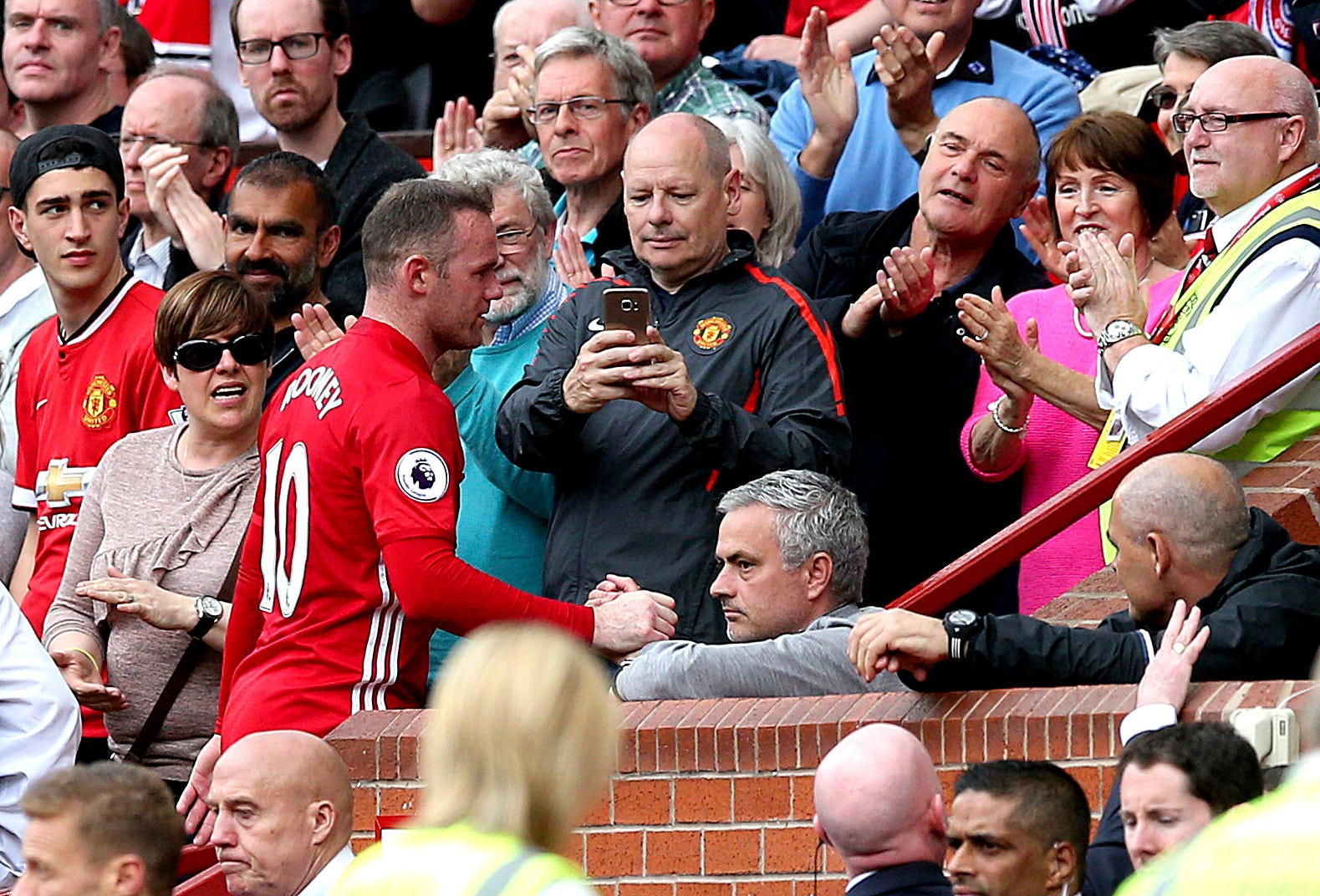 So long, Wayne?: Cup final may be Rooney's last United game