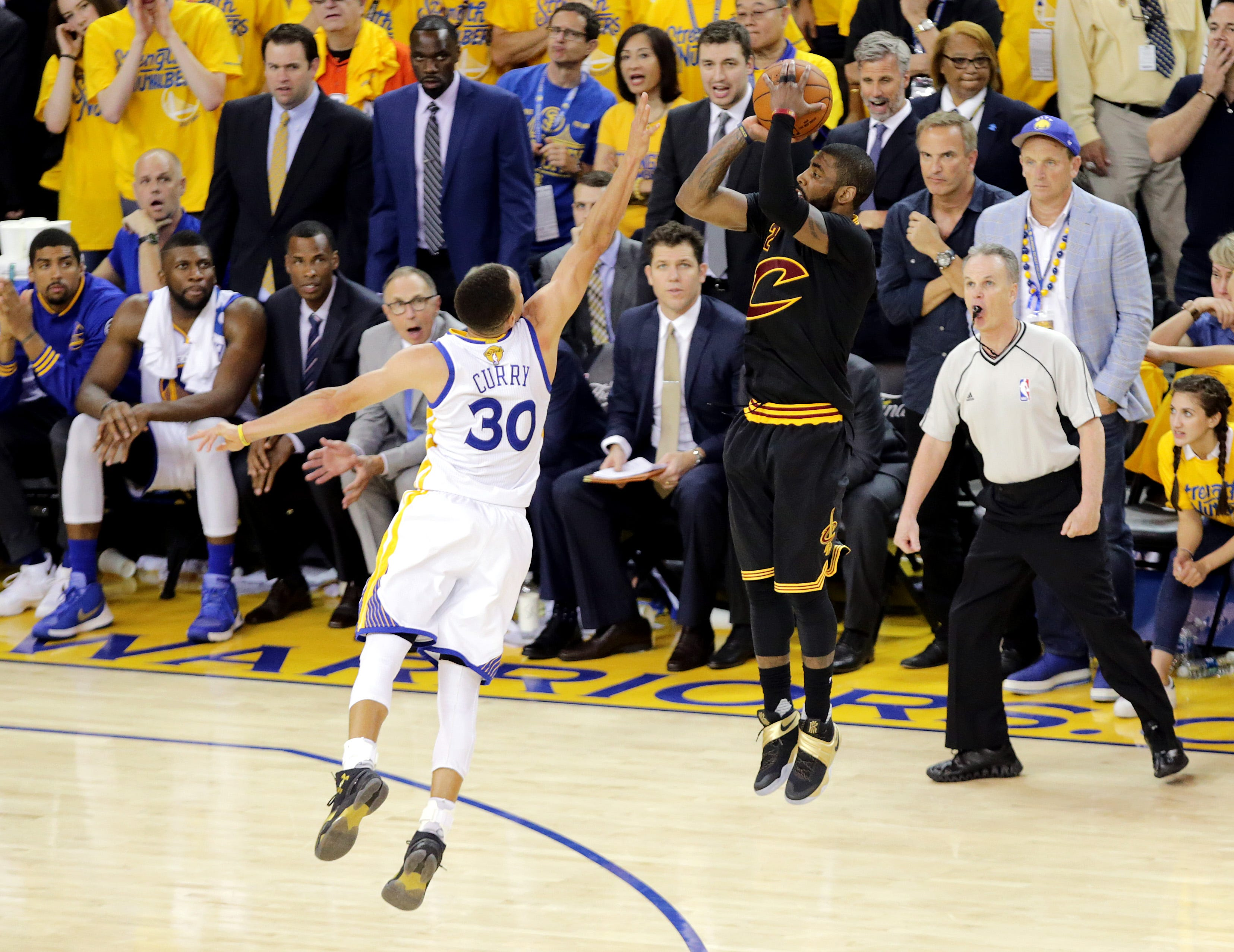 Top-10 moments from last two NBA Finals between Warriors and Cavaliers