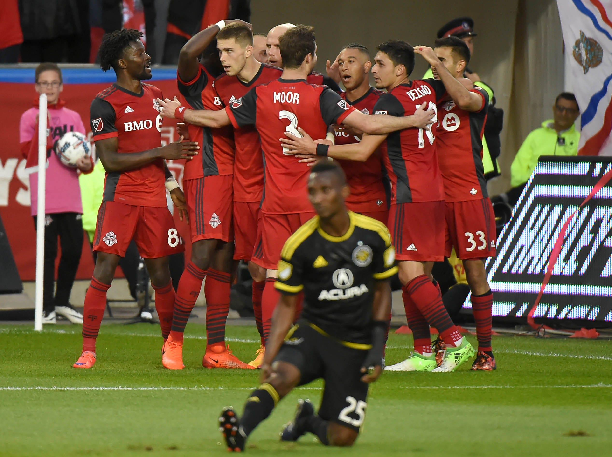 Toronto FC routs Columbus Crew to extend unbeaten streak to 8