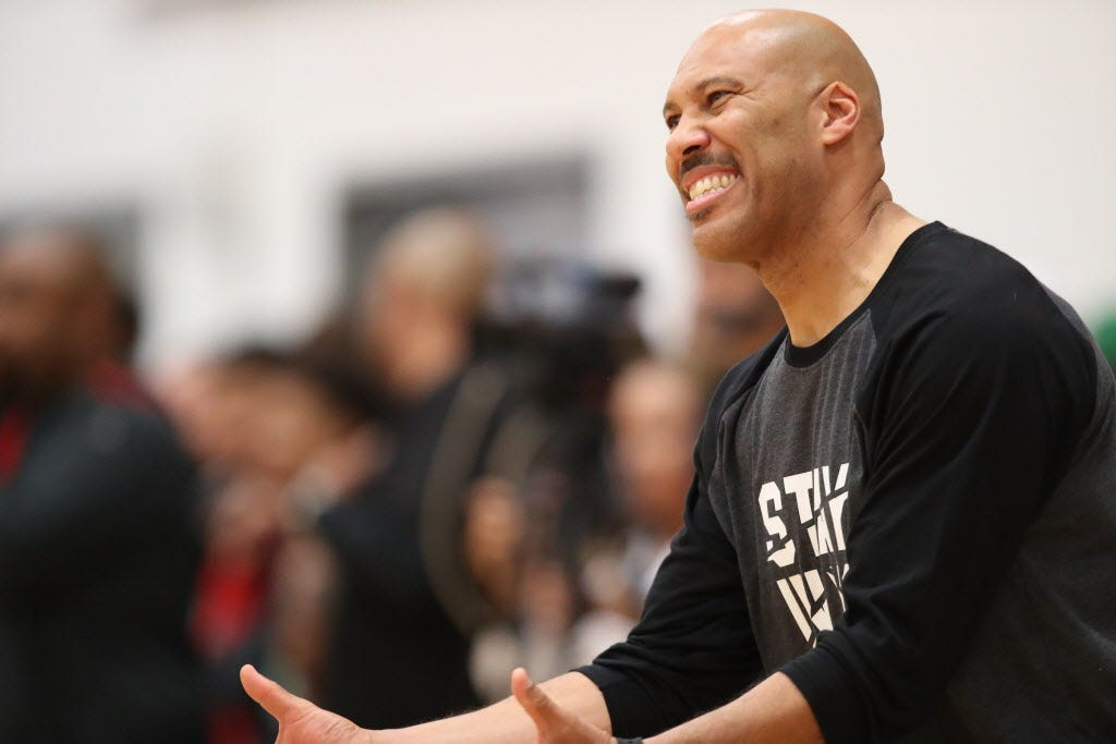 LaVar Ball temporarily silenced as AAU team gets run off court by Compton squad