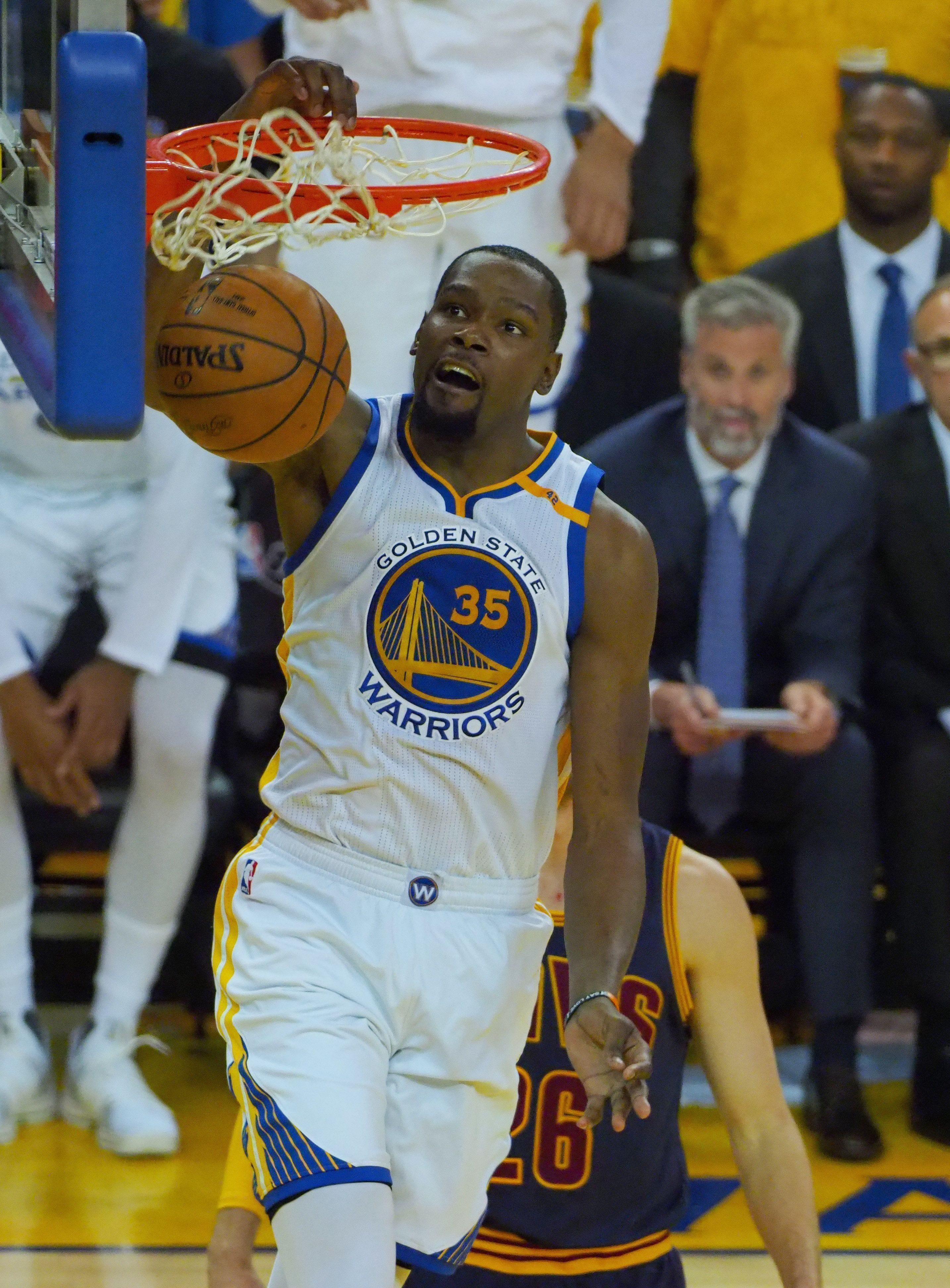 Kevin Durant, Stephen Curry power Warriors to 113-91 Game 1 rout of Cavs