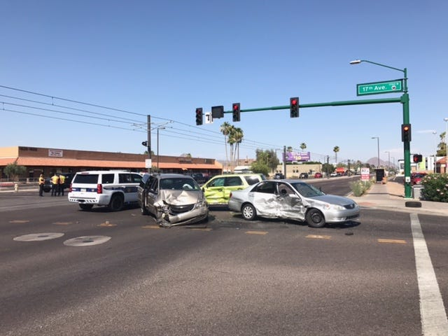 T-bone crash occurs in central Phoenix intersection