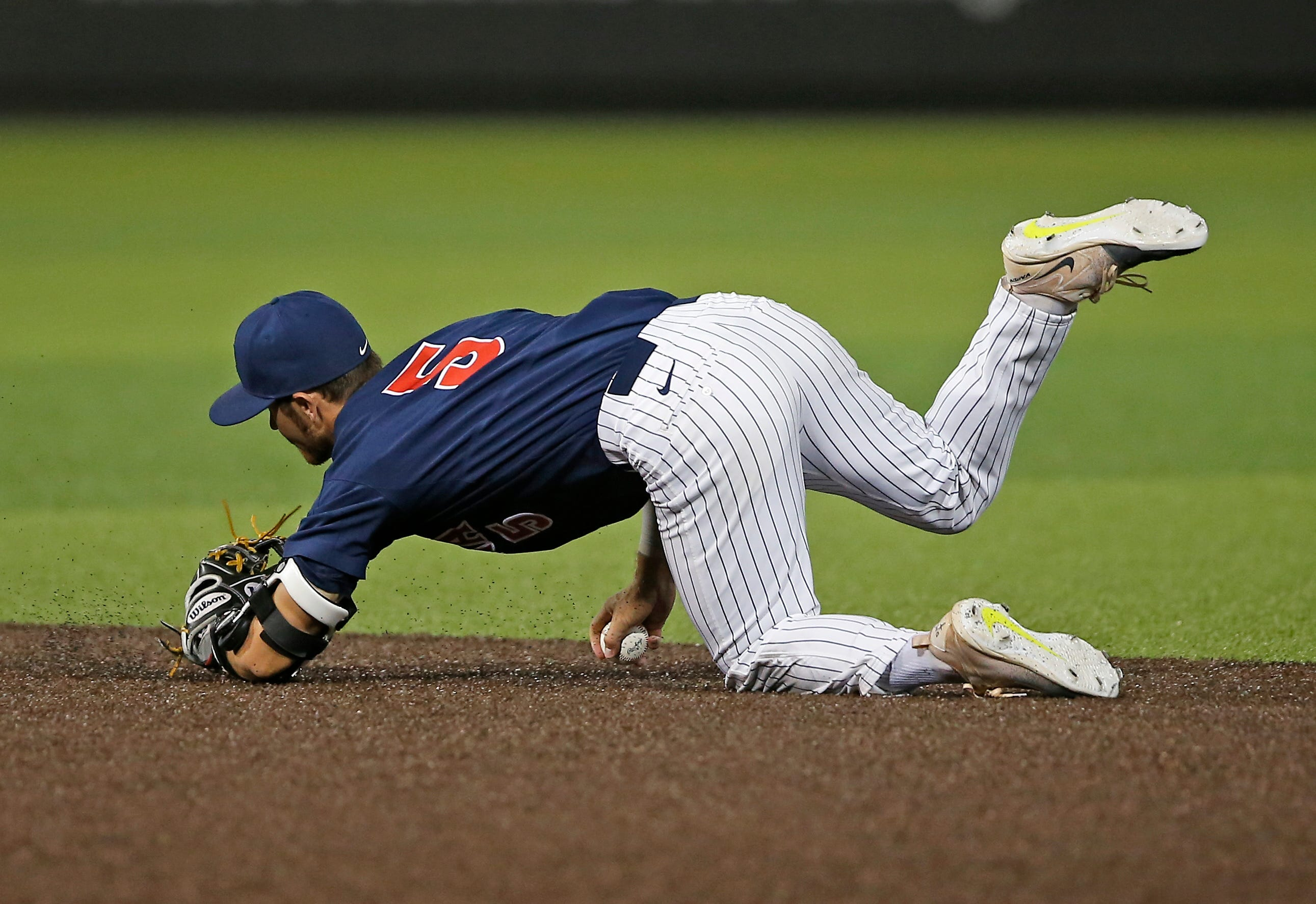 Arizona baseball falls to Sam Houston State in NCAA regional opener
