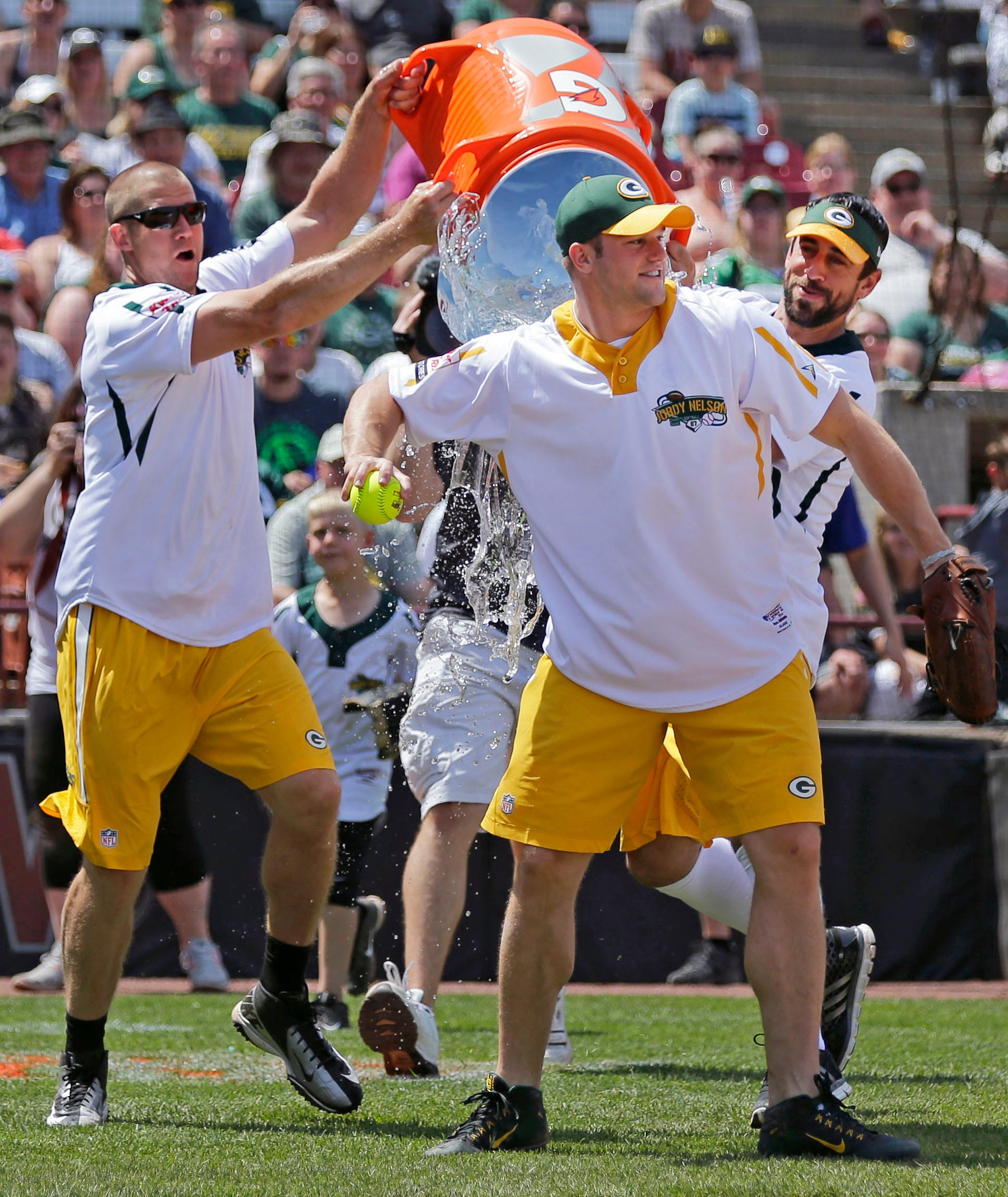 Packers bring fun to Jordy Nelson softball game