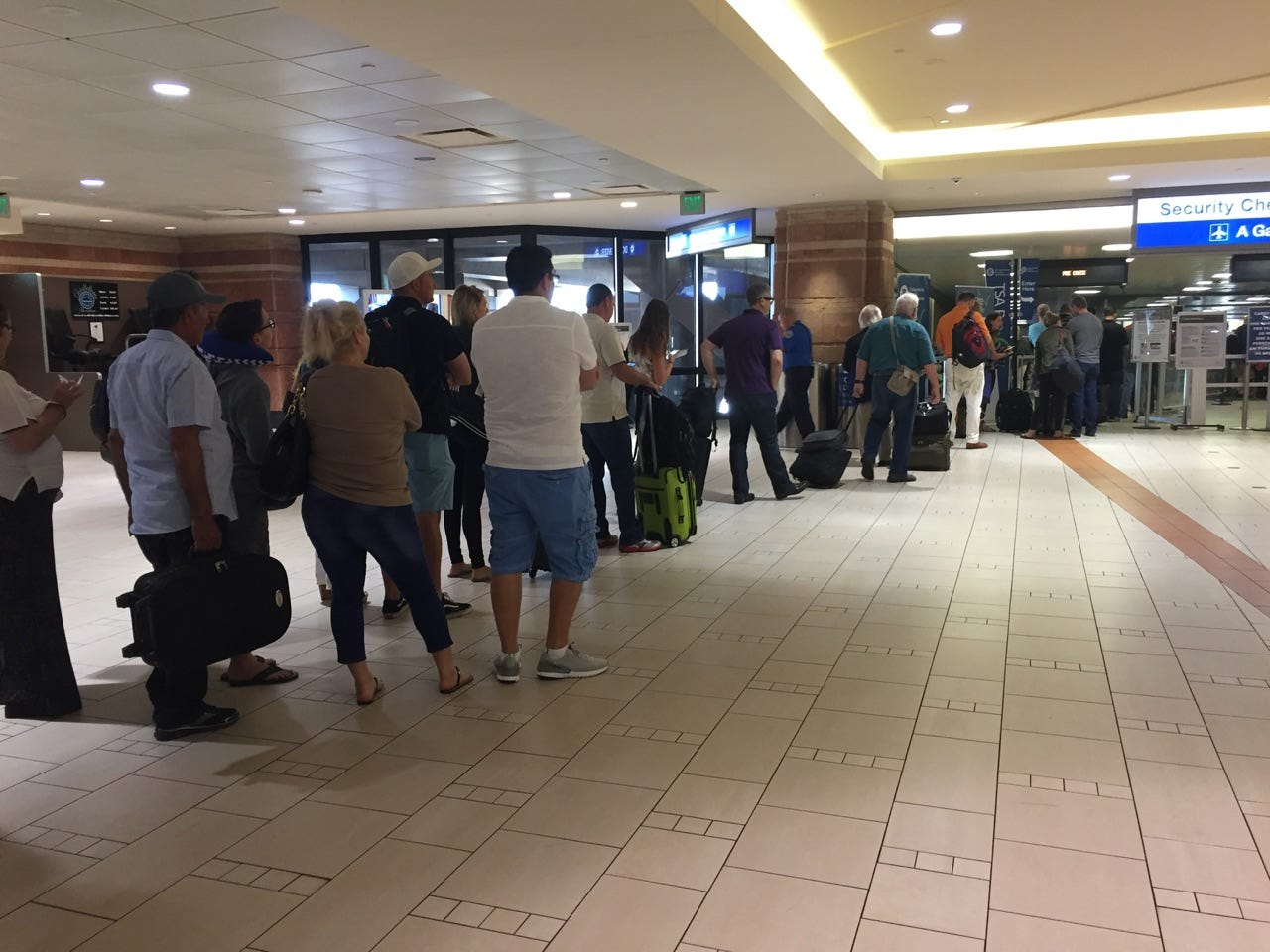 2 security checkpoints at Sky Harbor Airport reopened after investigation