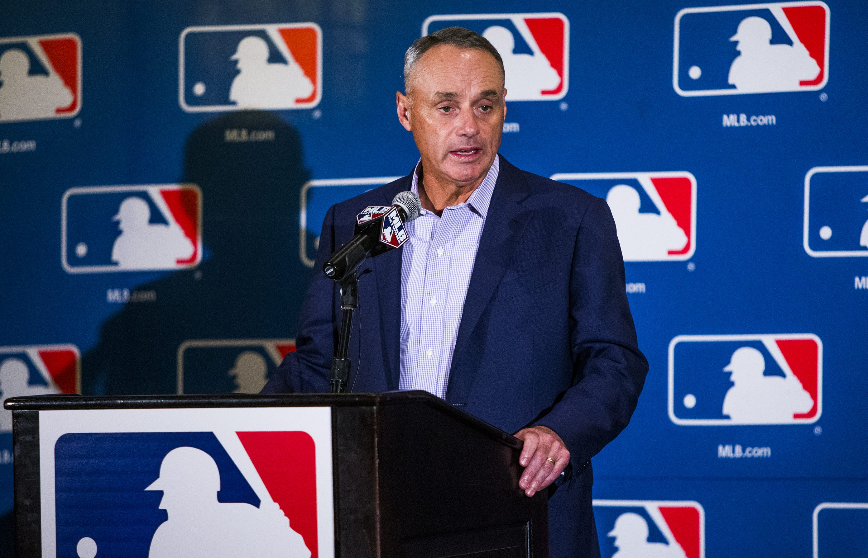MLB commissioner: Chase Field needs upgrades or Diamondbacks will 'look for an alternative'