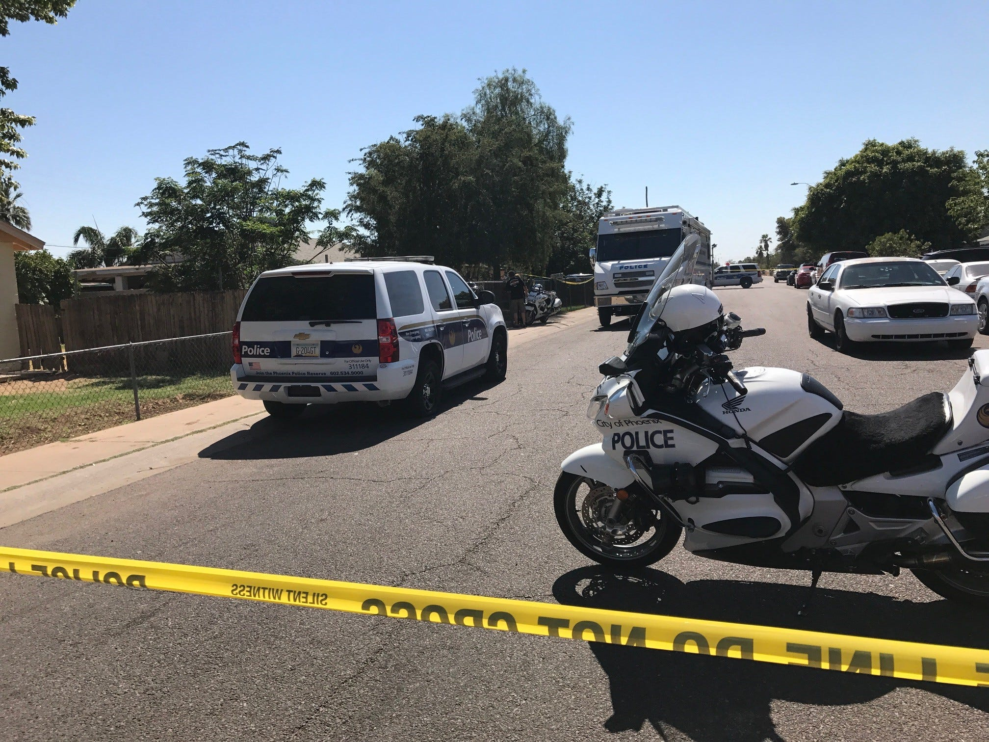 Phoenix police officer shoots dog attacking 1-year-old; child later dies from injuries