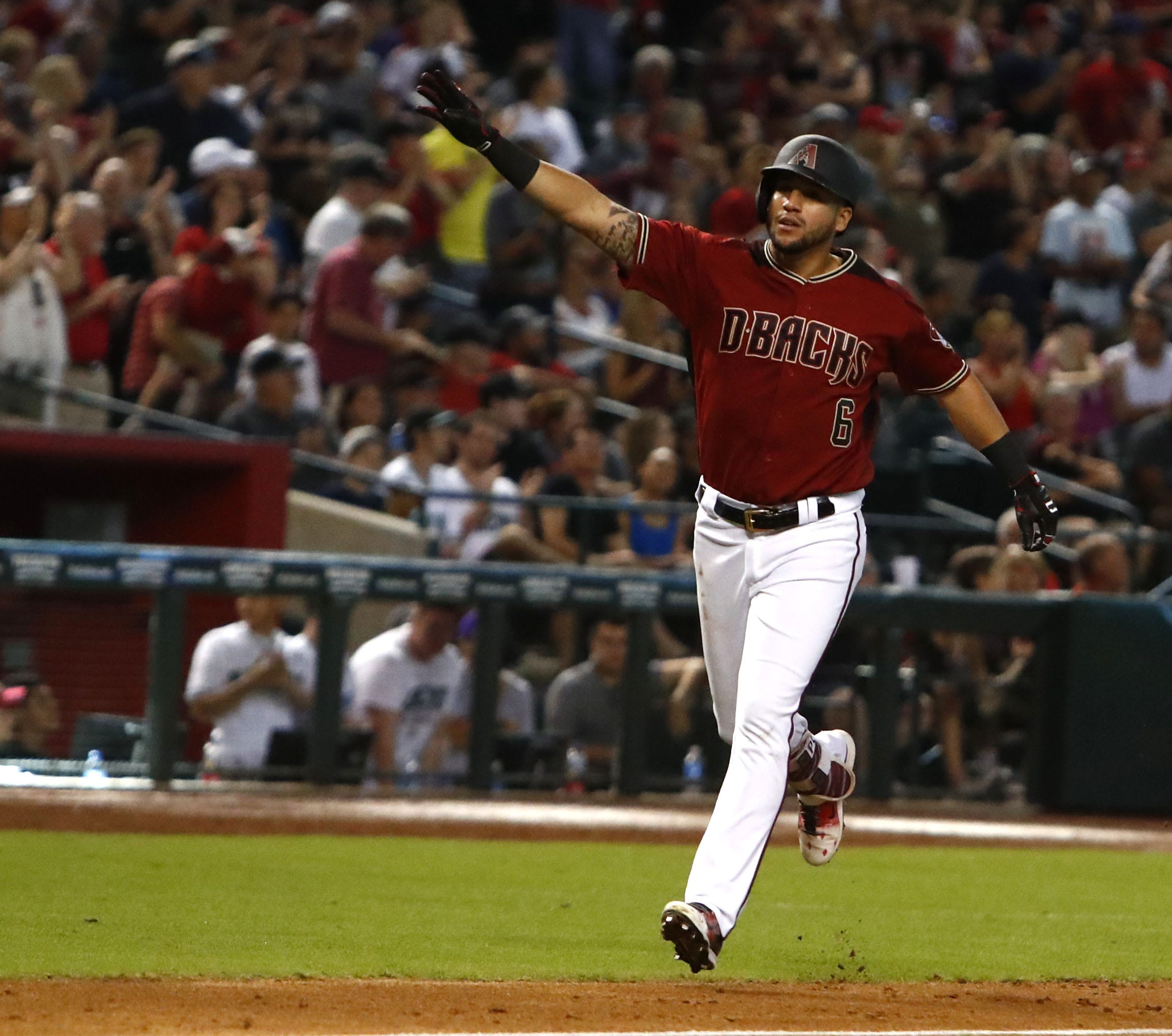 Diamondbacks offense explodes late in win over Brewers