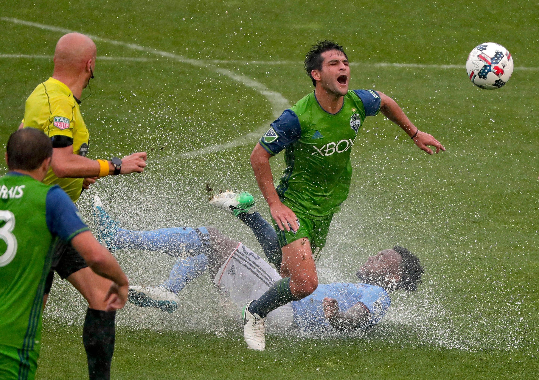 Villa scores twice, New York City beats Seattle 2-1