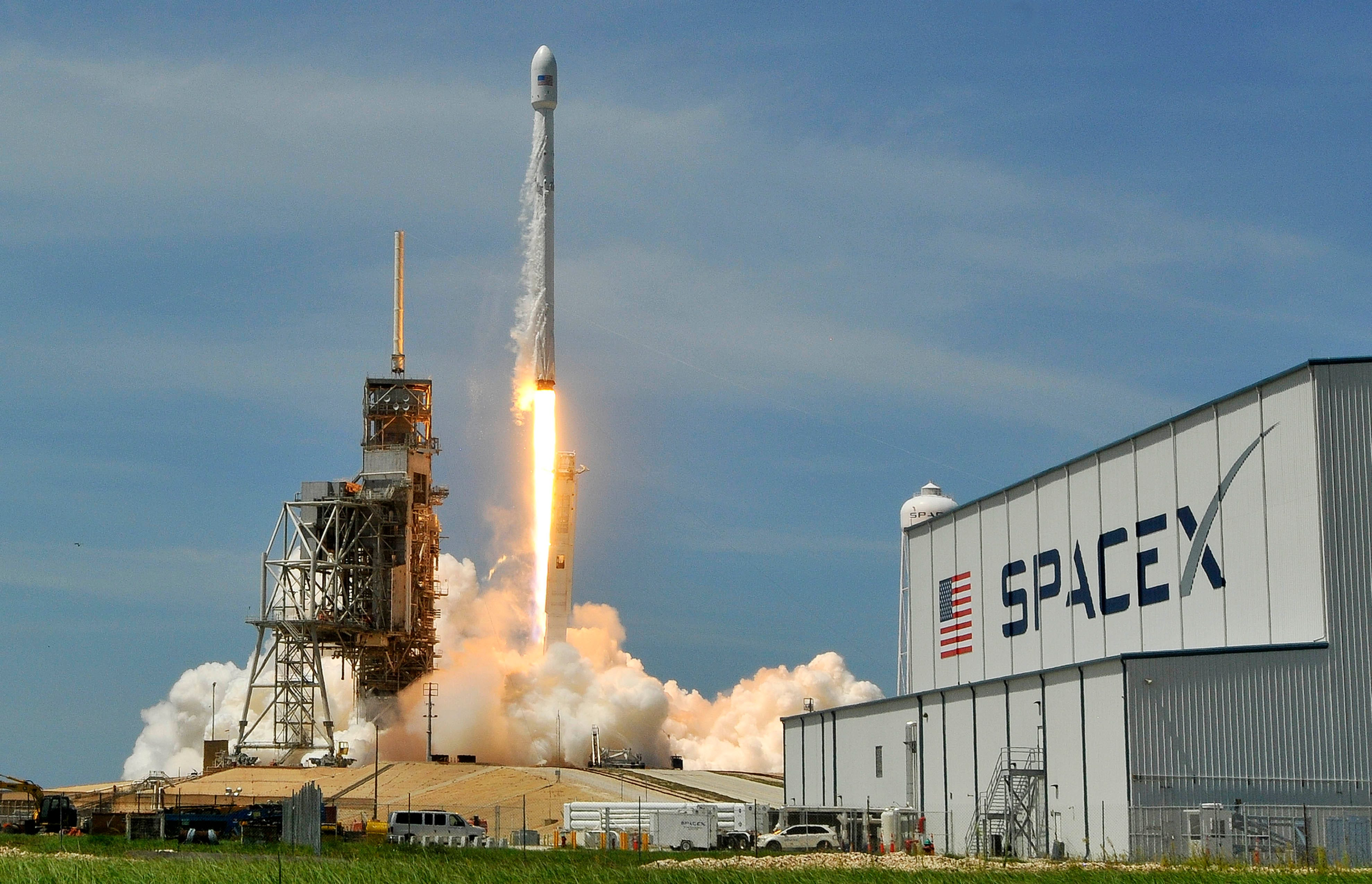 636338494168458647-crb062317-spacex-14- SpaceX targeting Sunday Falcon 9 launch from KSC for its third mission in nine days