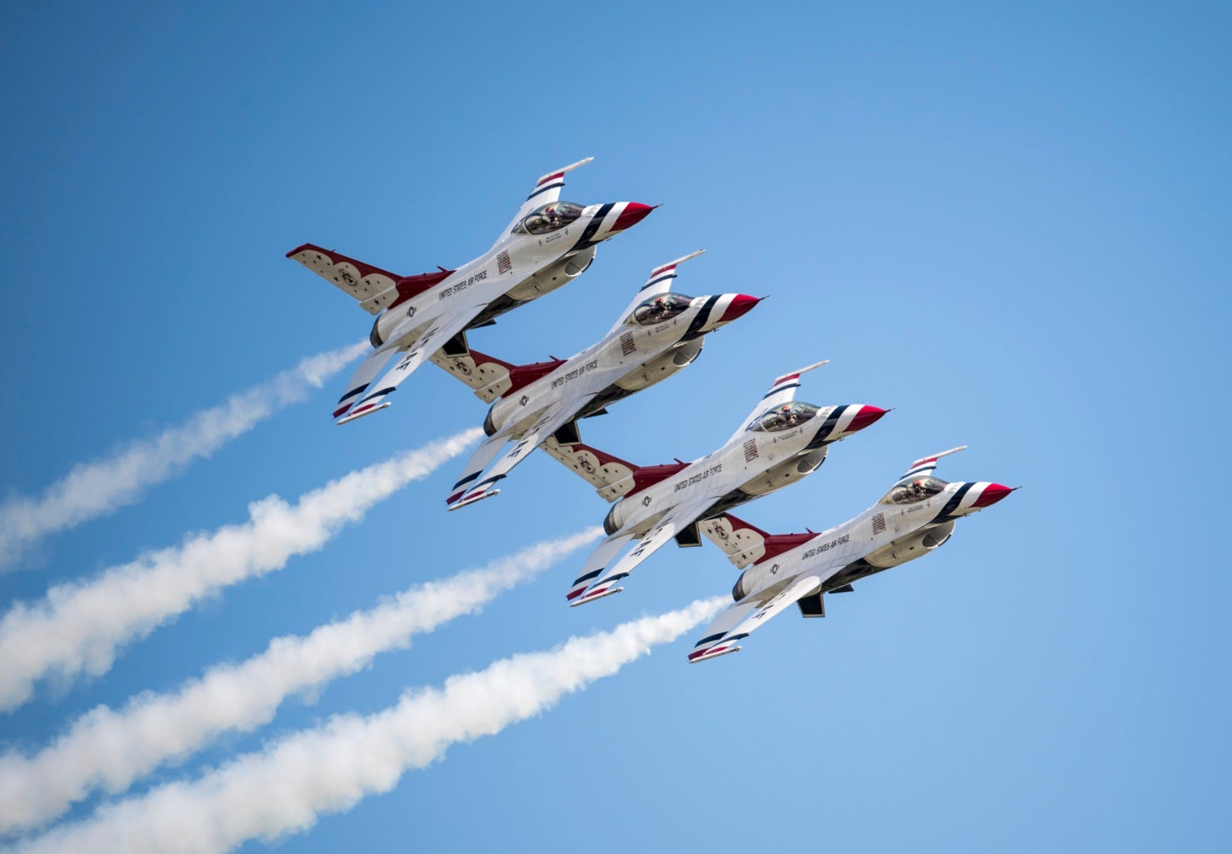 F-16 Thunderbird plane crashes at Wright-Patterson Air Force Base ahead of air show