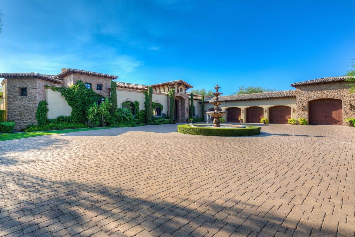 Luxury homes: $3 7M Scottsdale mansion has 75-foot lap pool