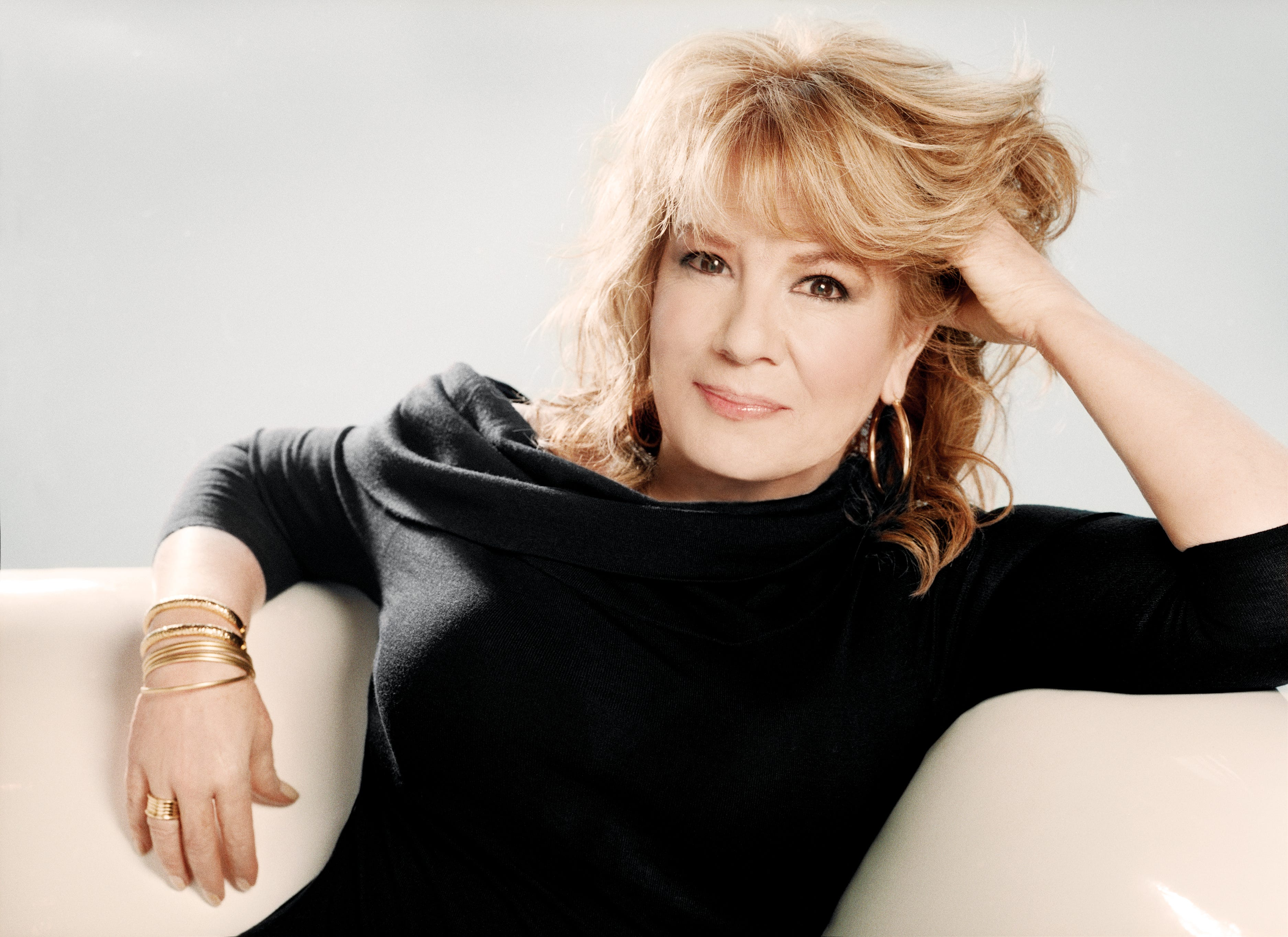 How Latin singer Vikki Carr's life has changed since her husband's dementia diagnosis