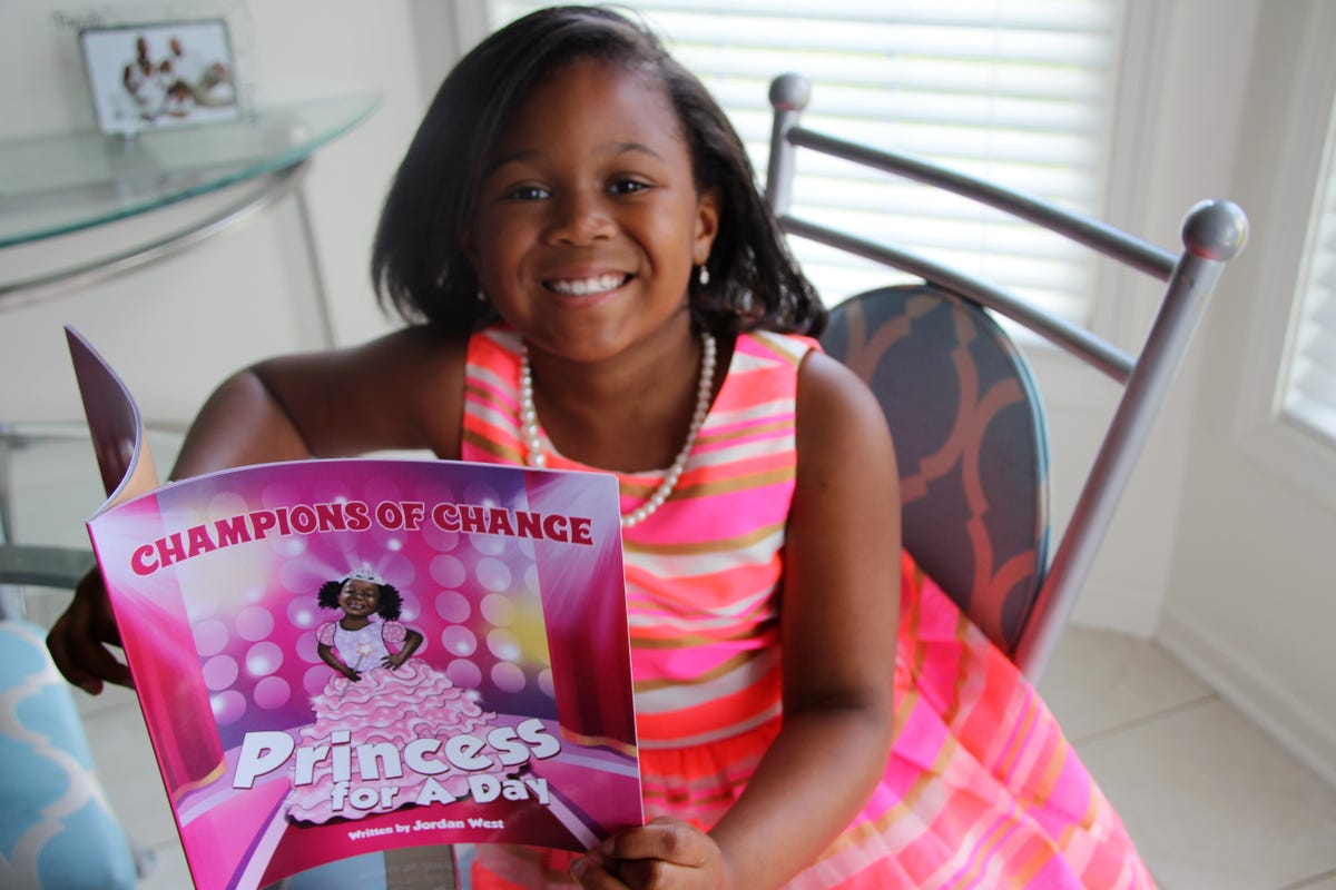 competitive price 42c3d 1af97 Girl, 7, plans princess party for foster children at Disney ...