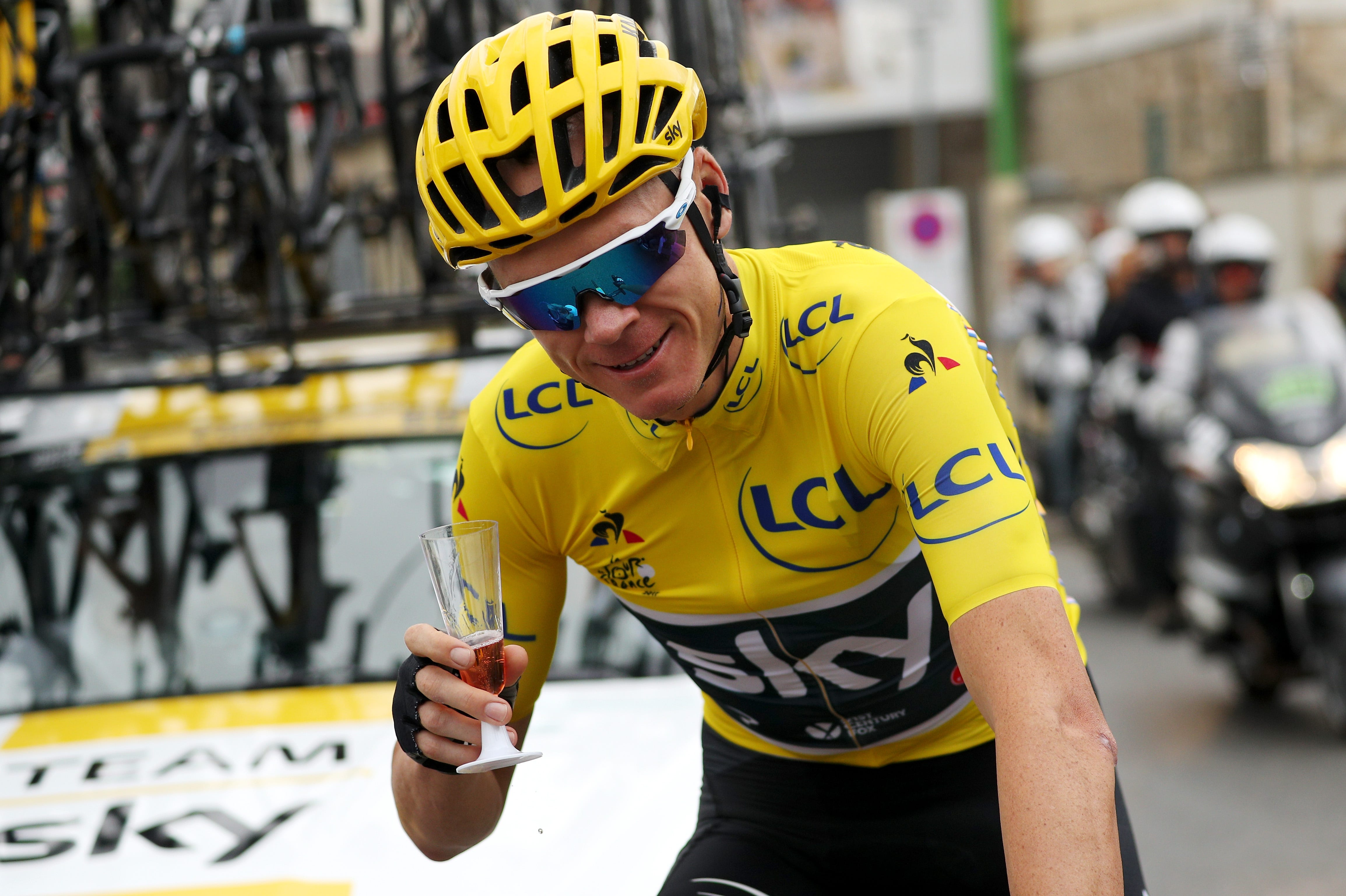 Chris Froome Helps A Journalist Suggest After Win