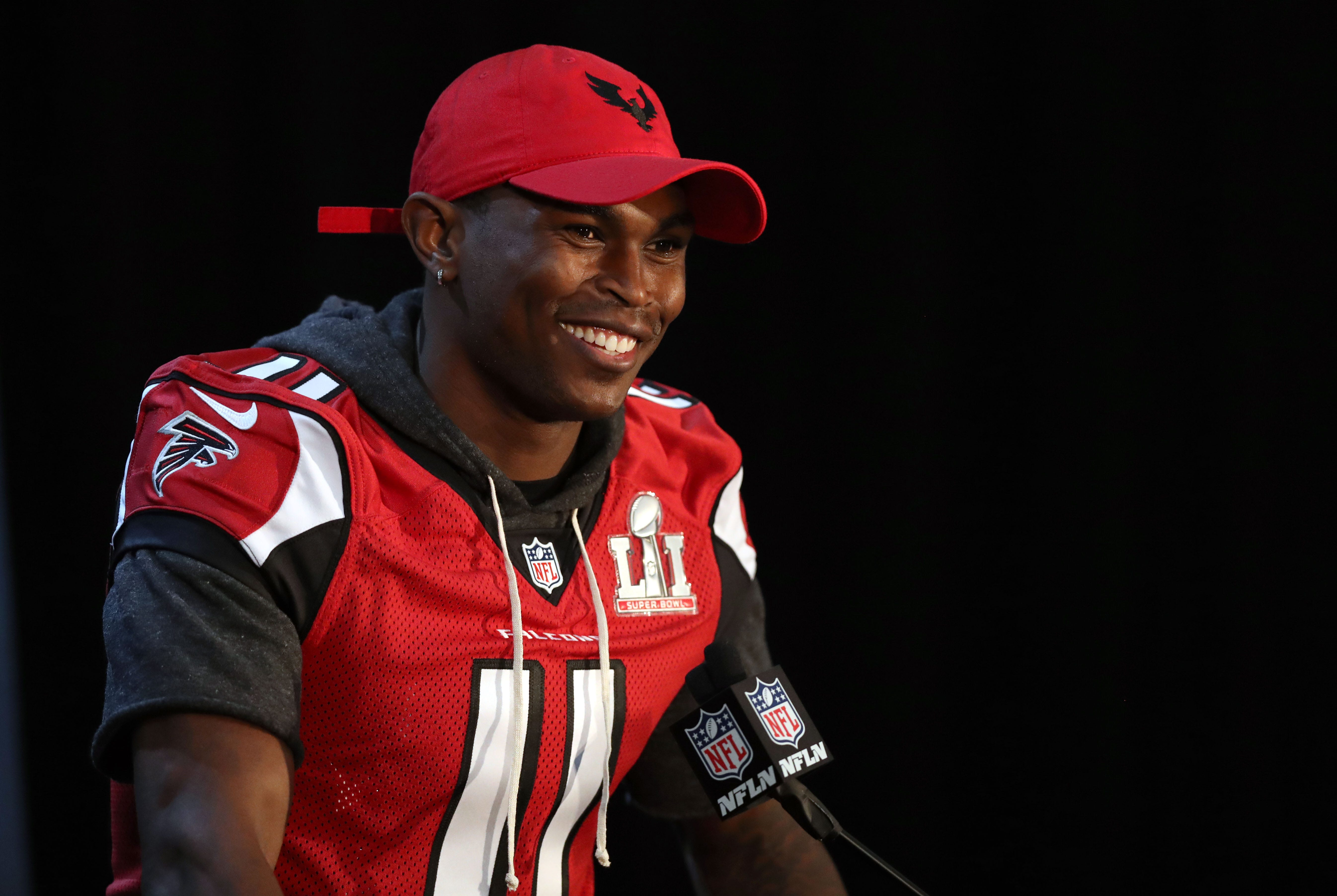 Falcons' Julio Jones hires dive team to find $100K earring lost while jet skiing