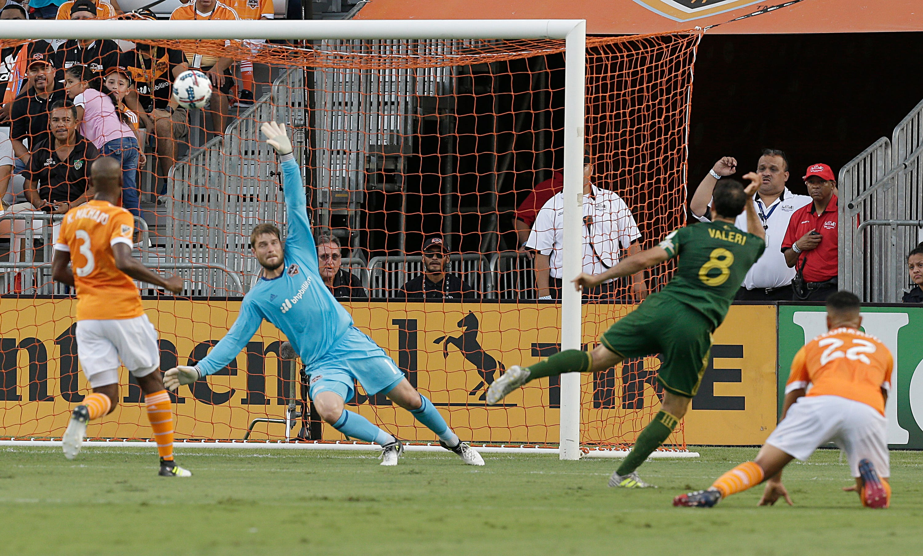 Cabezas scores late goal to give Dynamo 2-2 tie with Timbers
