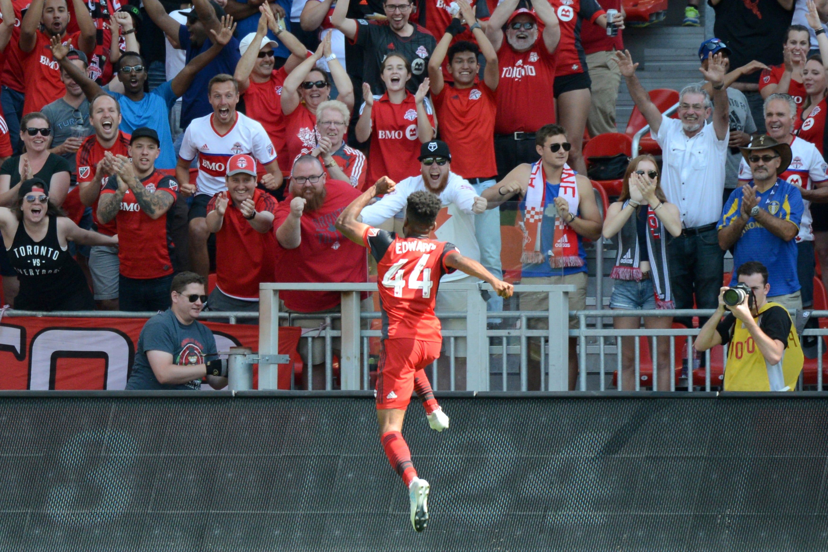 Giovinco scores twice, Toronto FC beats NYC FC 4-0
