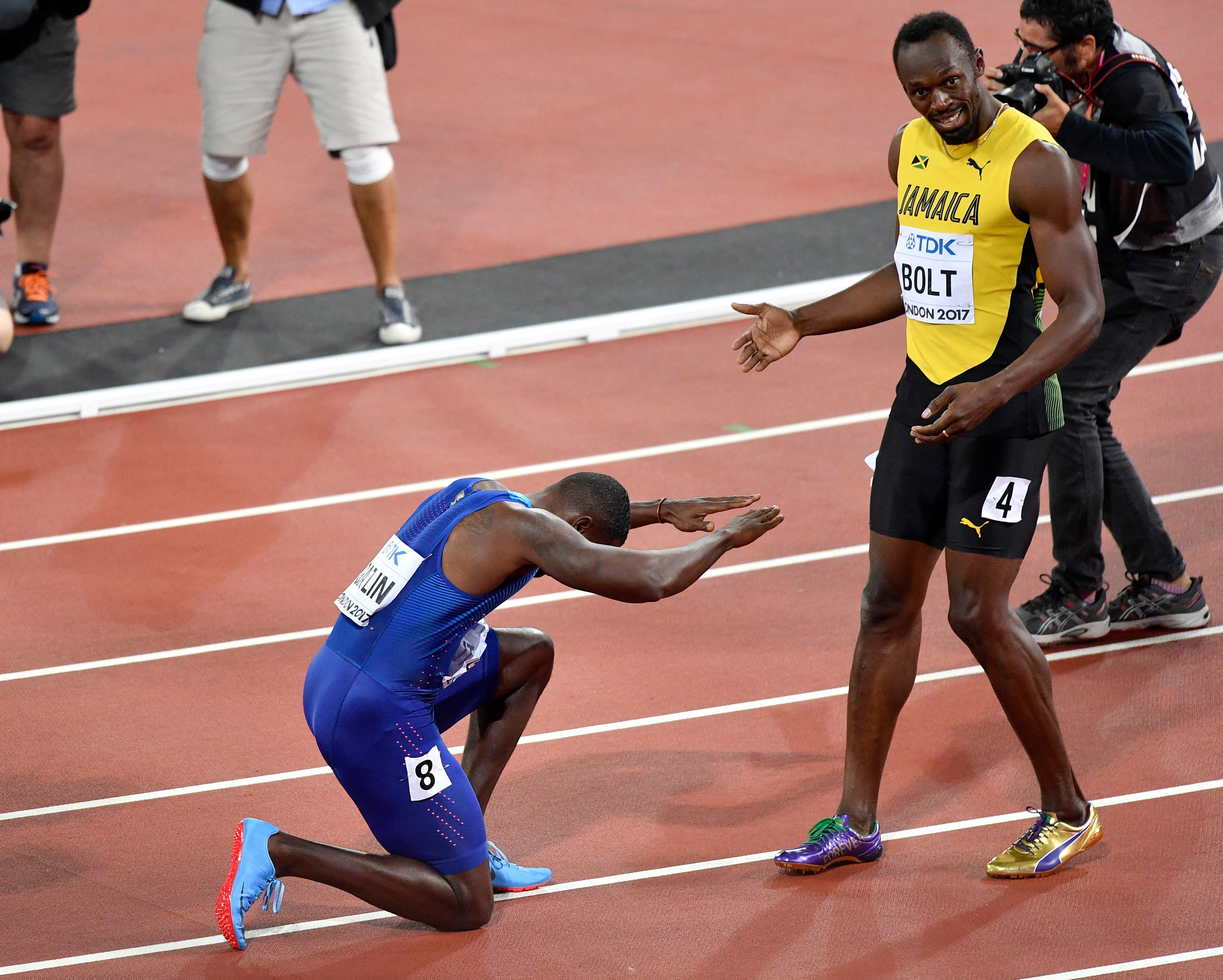 Justin Gatlin graciously bows to Usain Bolt after 100m upset