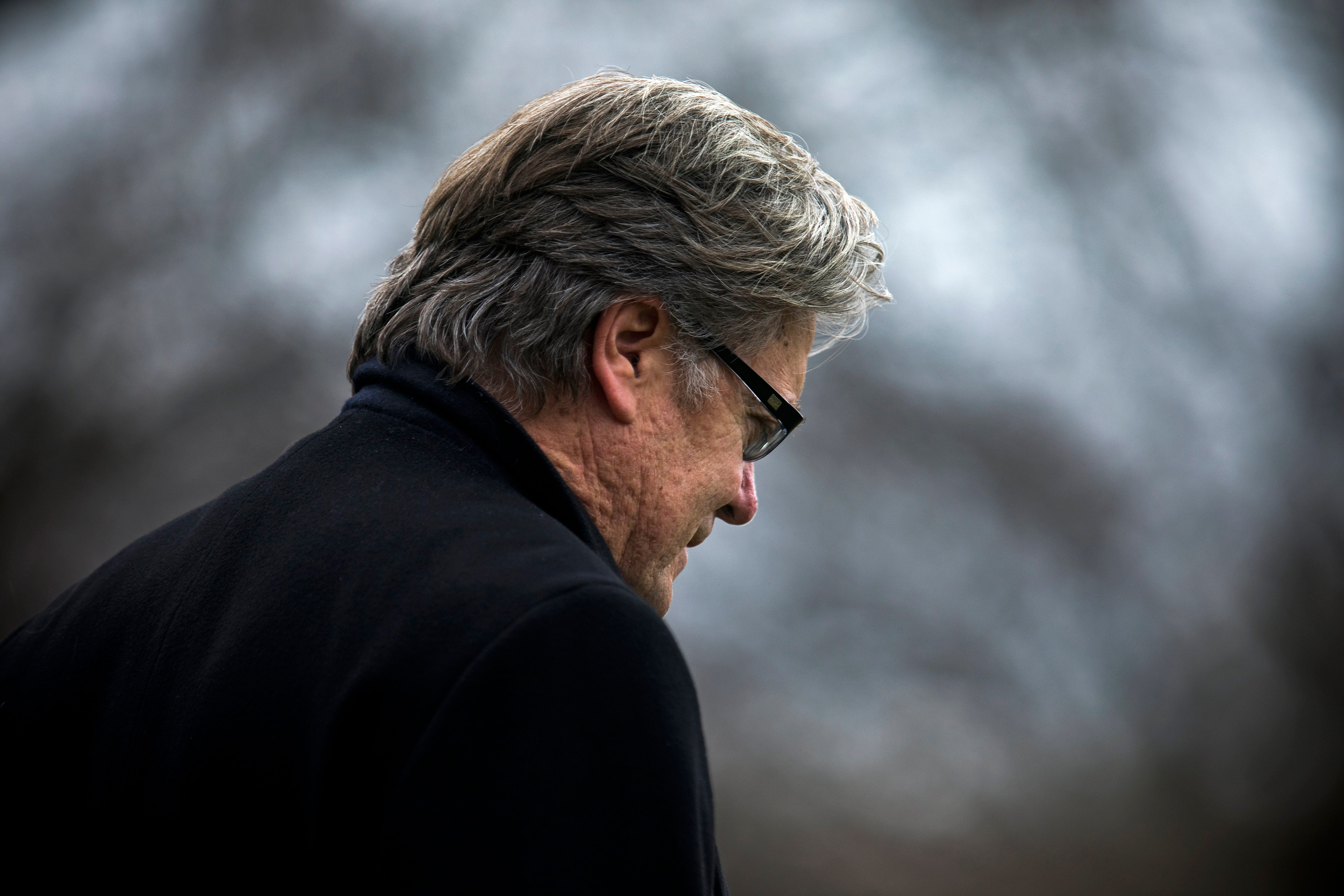 Hollywood bids Steve Bannon a not-so-fond farewell after White House ouster
