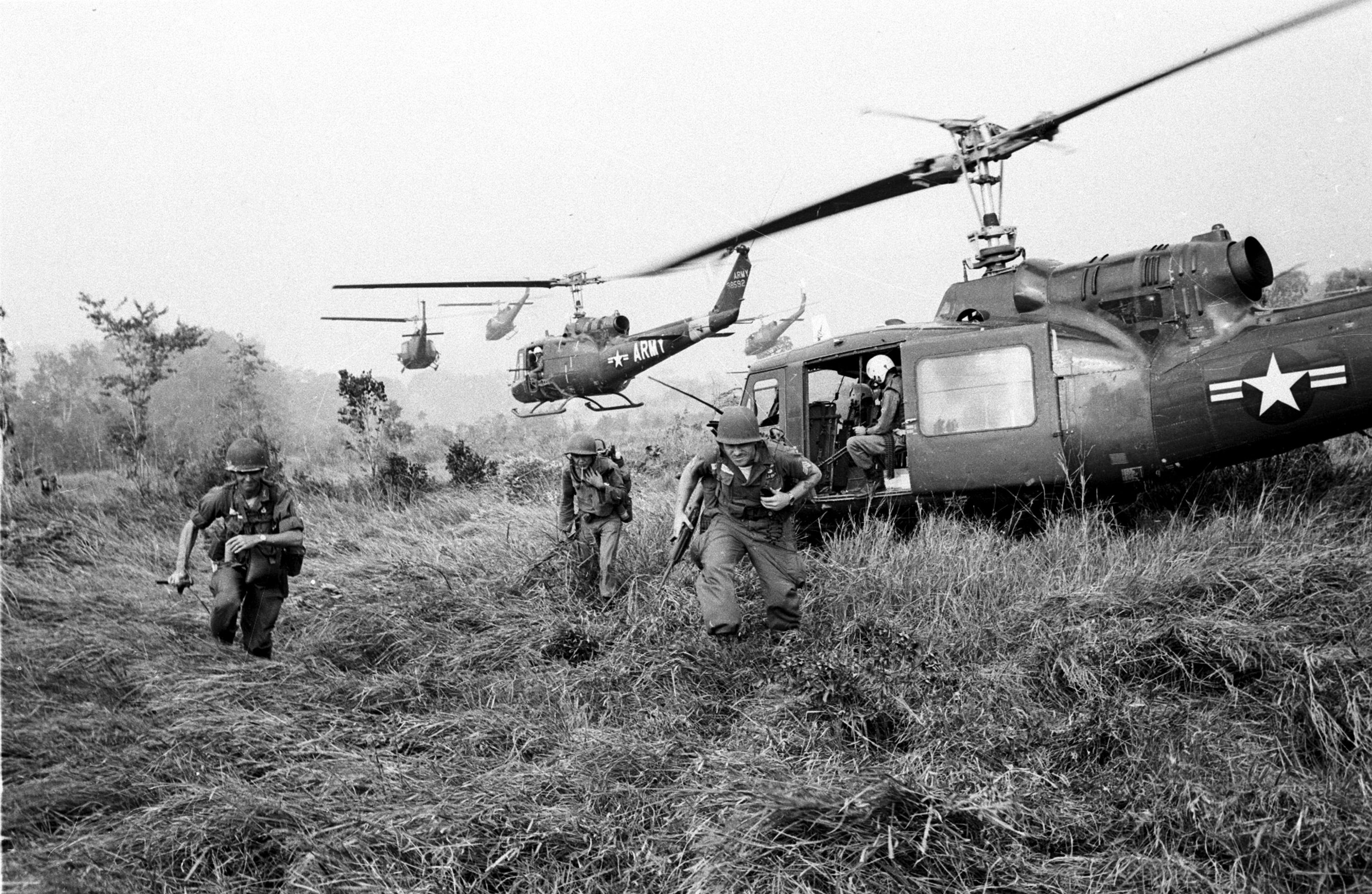 an analysis of the involvement of the united states in the vietnam war Australia's involvement in the vietnam war united states and new zealand which was an agreement to come to one another's aid in the crow testament analysis.