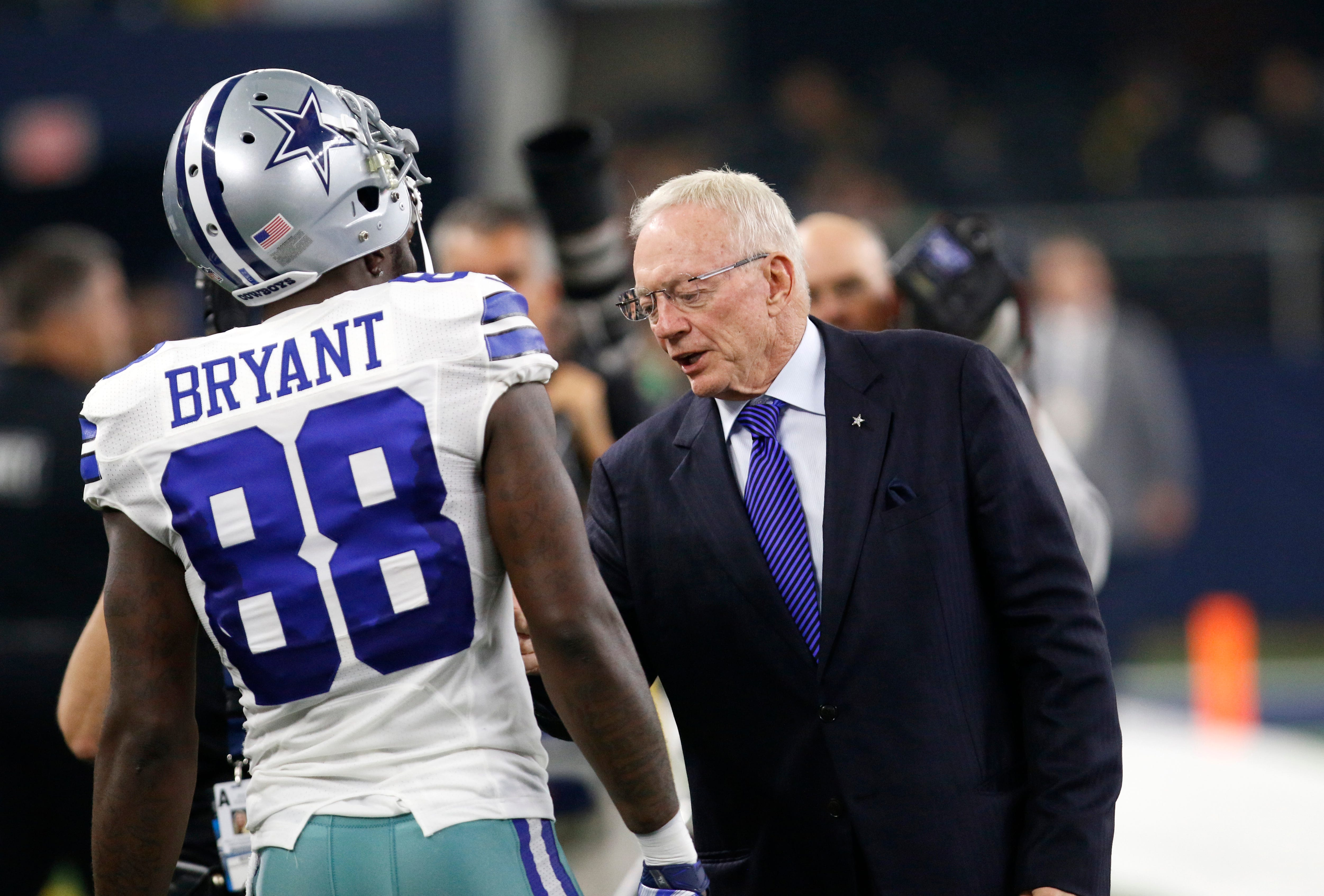 Labor union files complaint over Jerry Jones' anthem policy for Cowboys