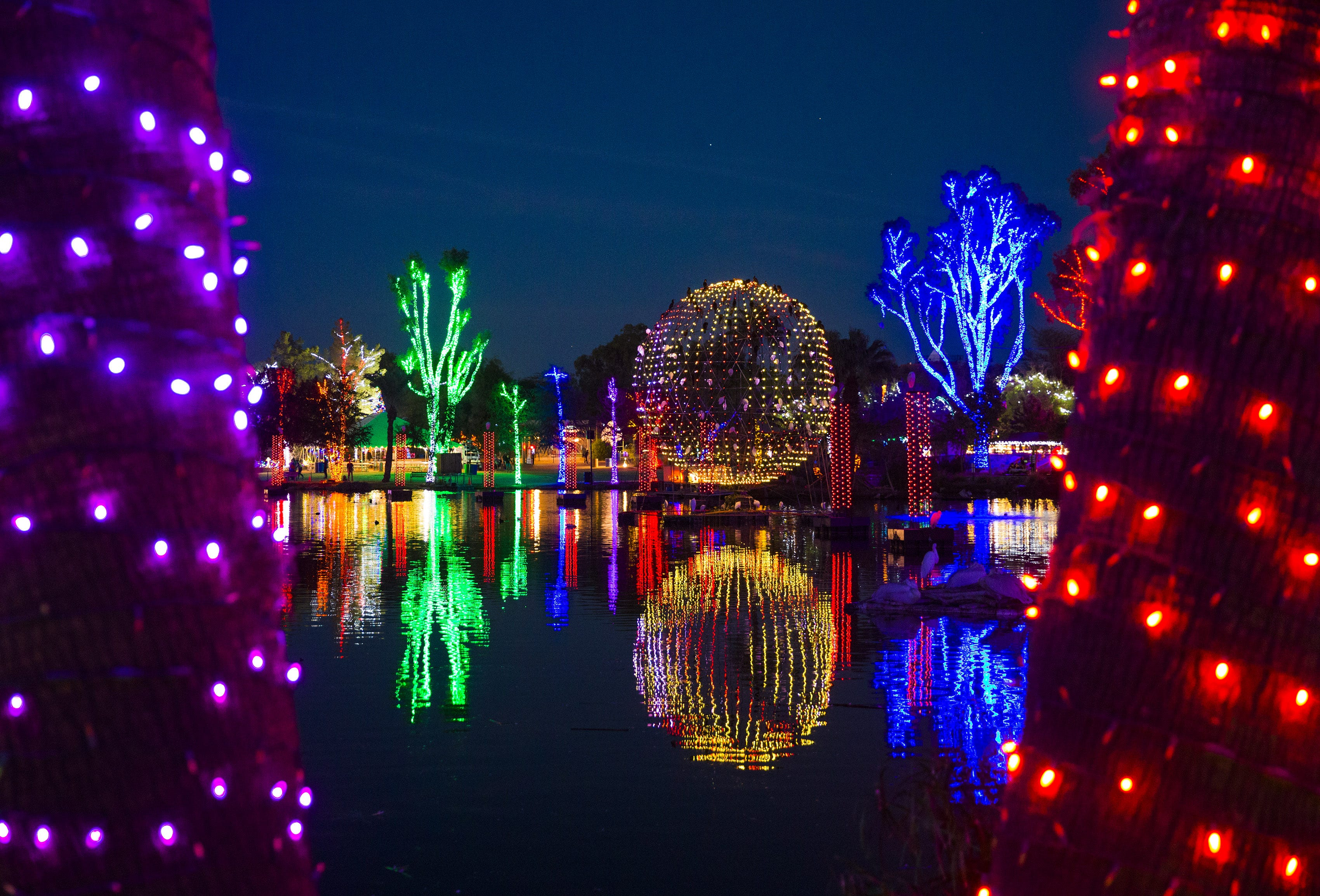 11/22-1/15: ZooLights | Mark your calendars for Nov.