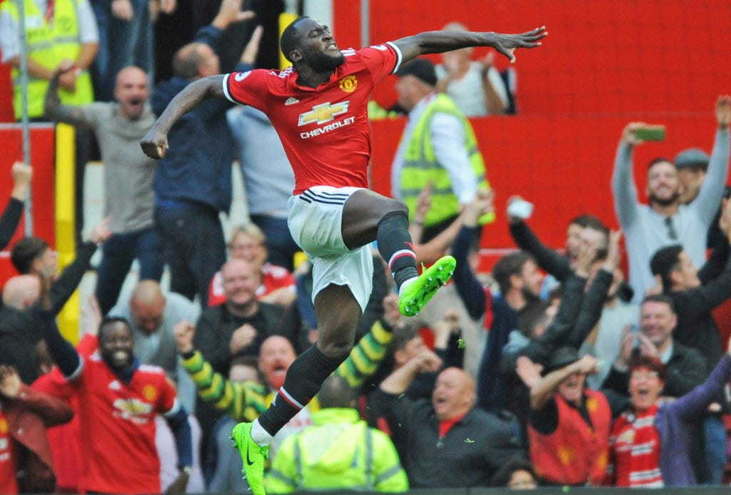 Manchester United's Romelu Lukaku compounds Everton's misery in rout