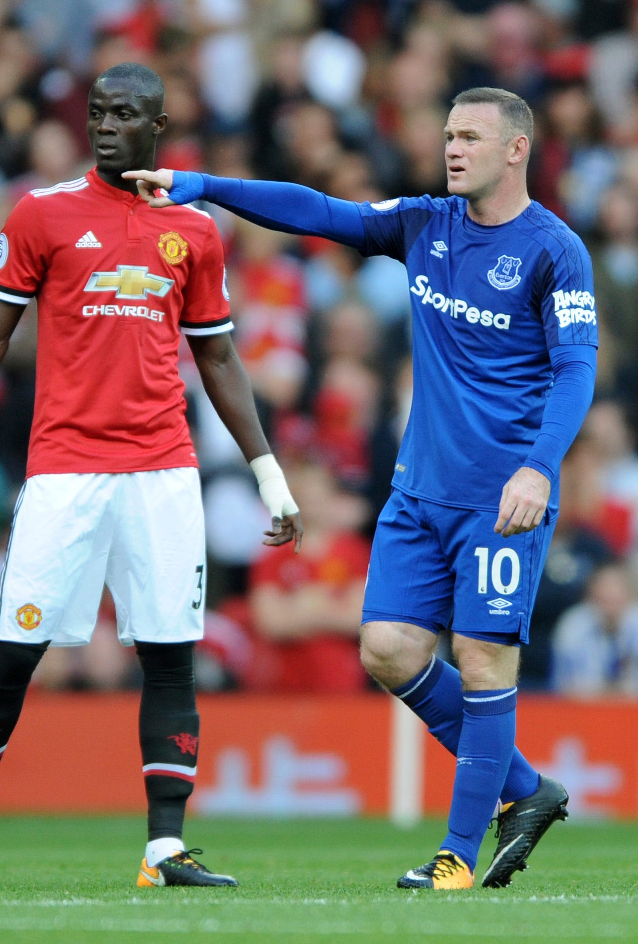 Miserable return for Rooney as Man United routs Everton 4-0