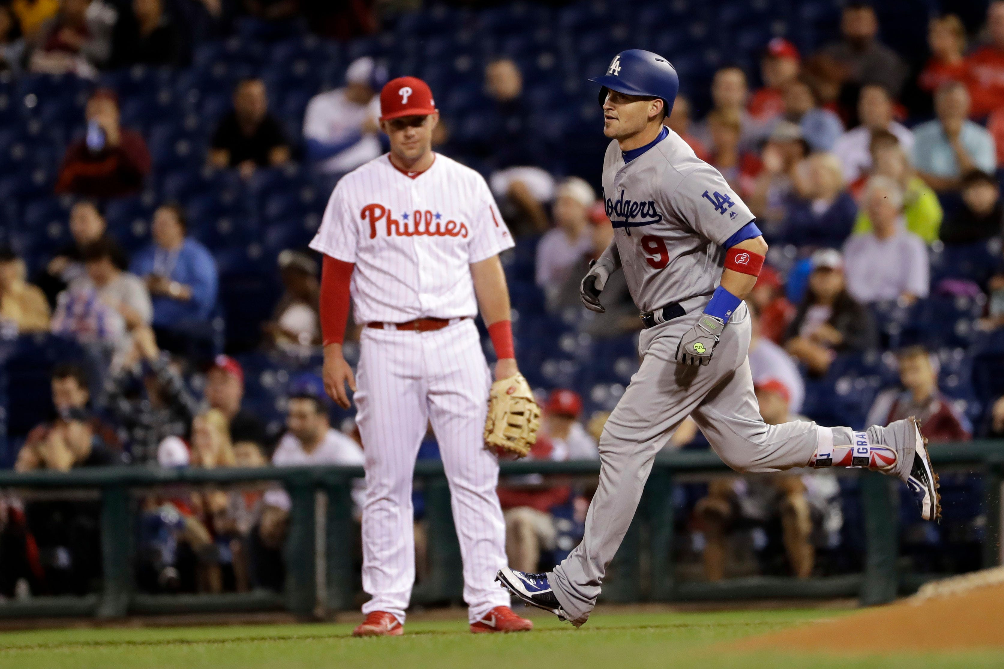 Hoskins' 4 RBIs lead Phillies over Dodgers 6-2