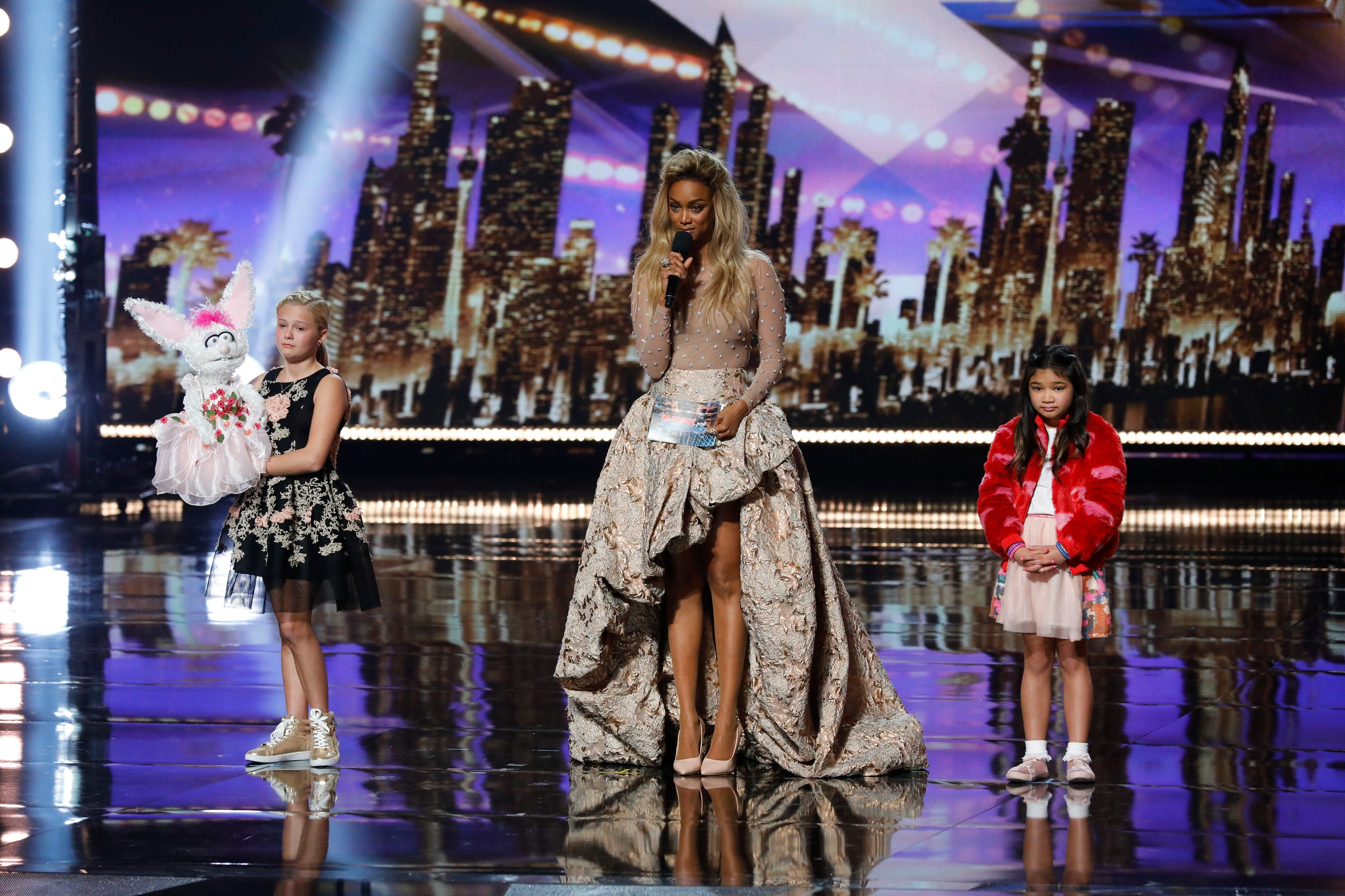 Tyra Banks recreates her iconic 'Top Model' moment after 'AGT' finale