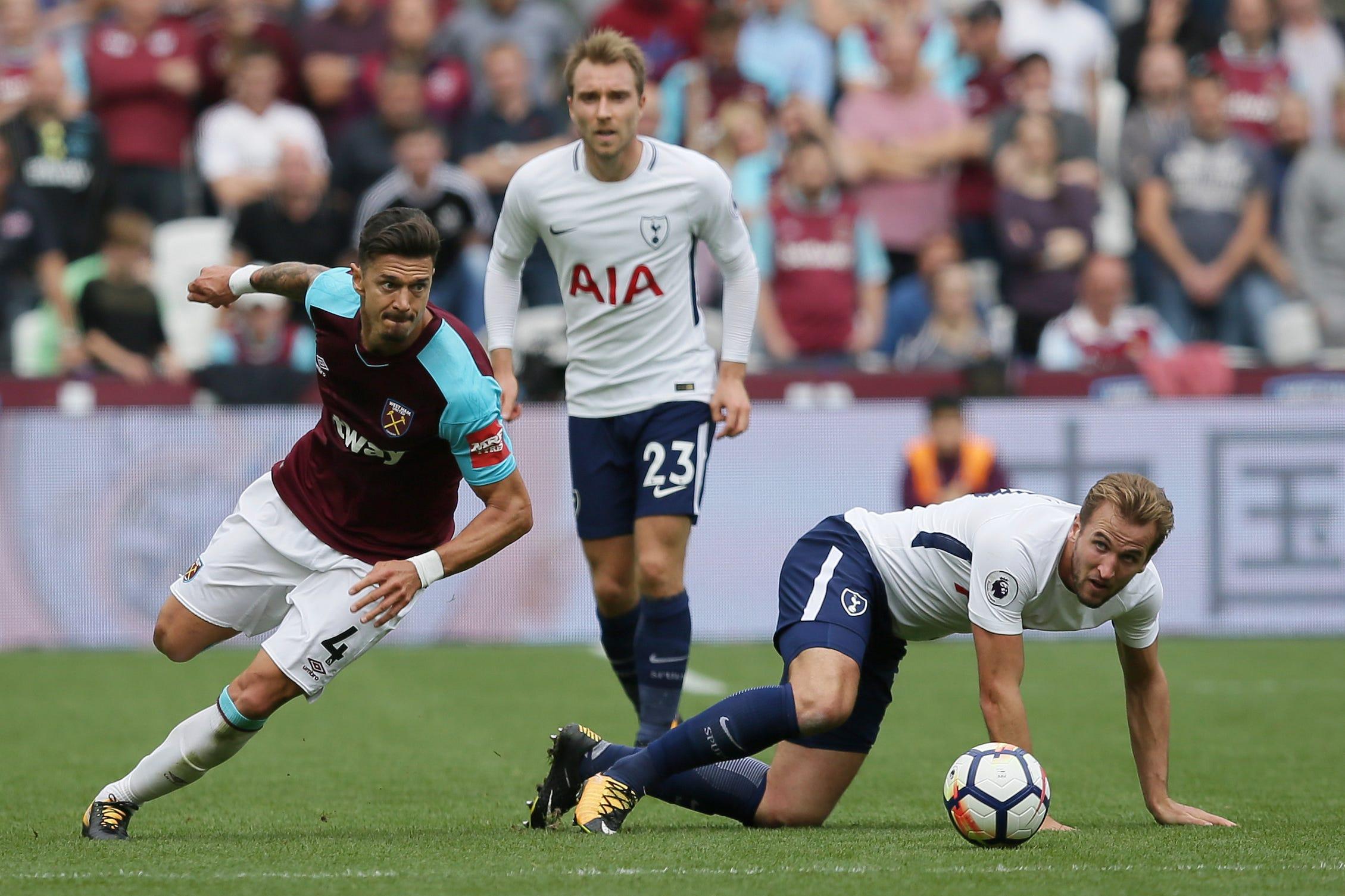 Kane scores 2 as Tottenham holds on to beat West Ham 3-2