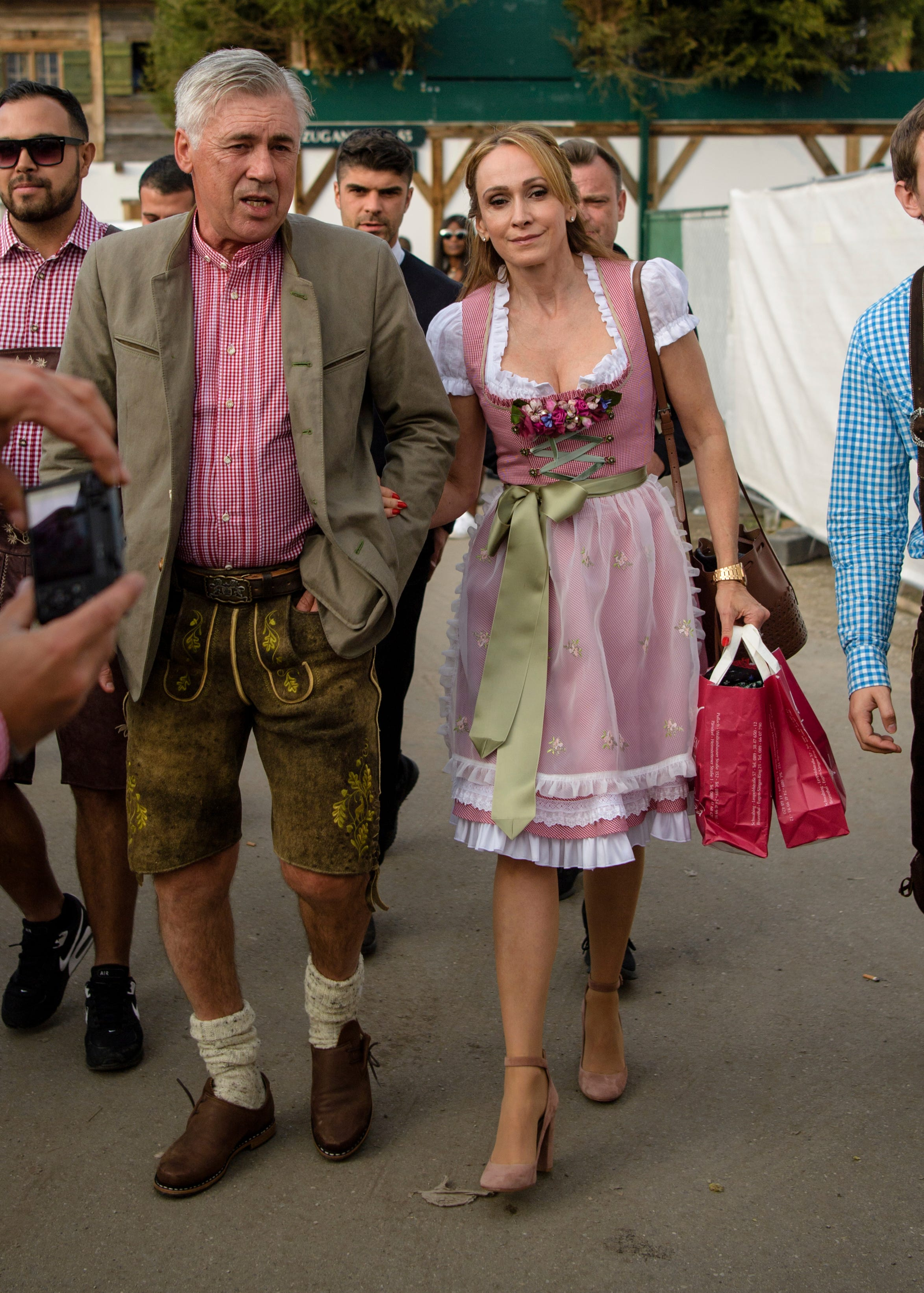 Bayern forgets Bundesliga troubles with beer at Oktoberfest