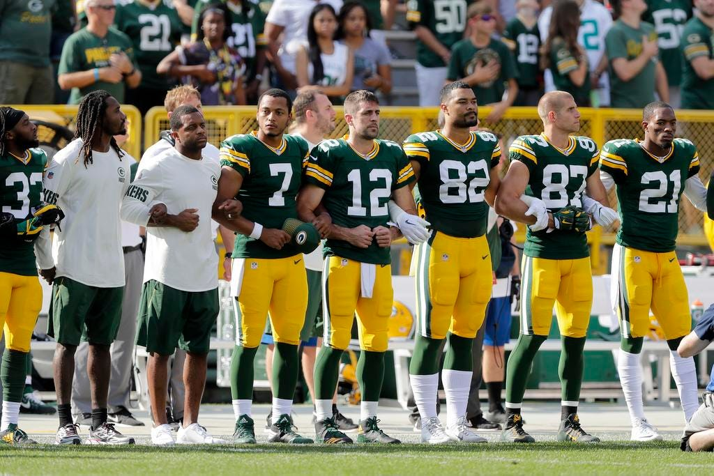 Aaron Rodgers asks Packers fans to lock arms in unity during Thursday's national anthem