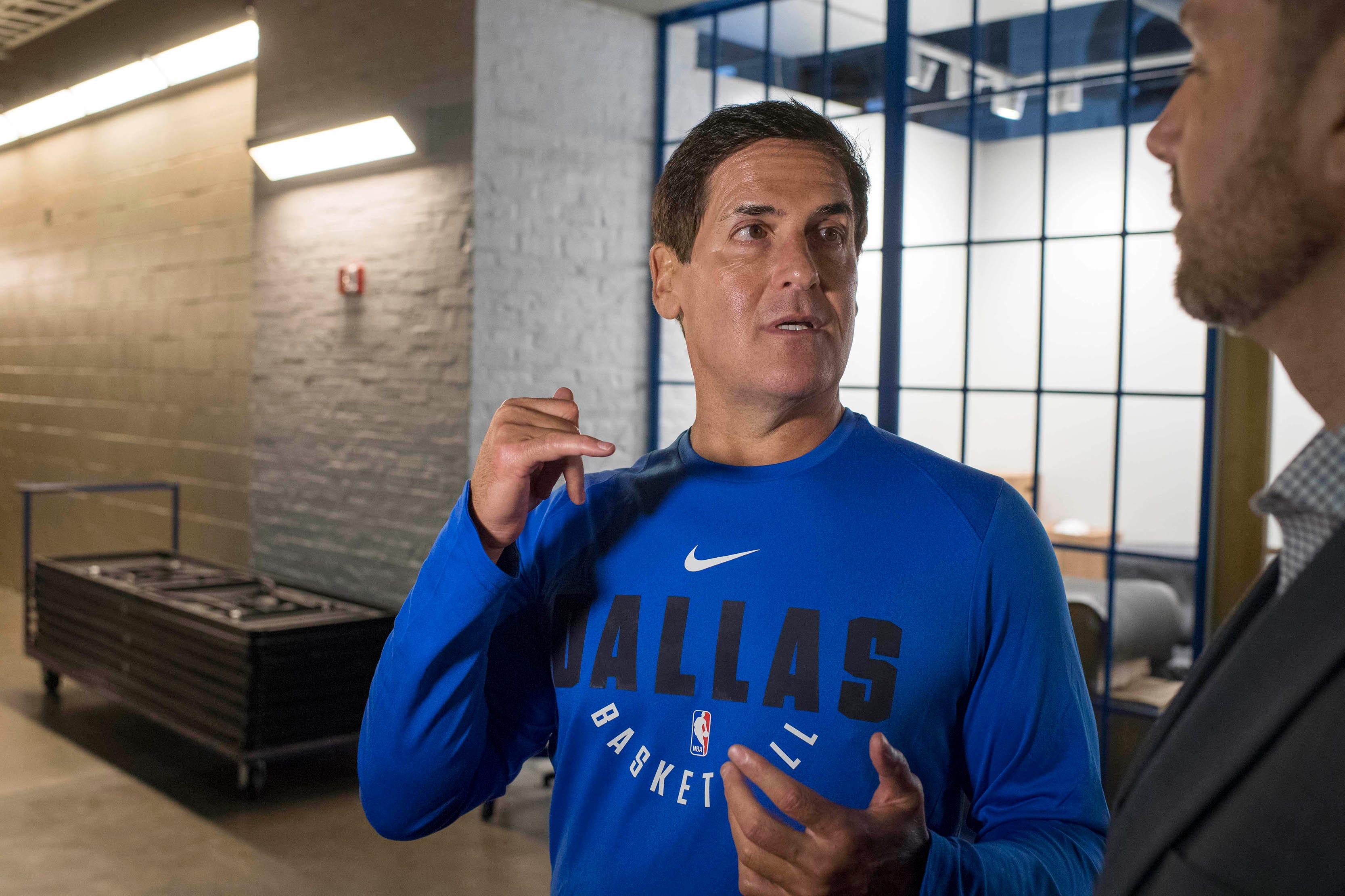 Mavericks owner Mark Cuban 'seriously considering' presidential run