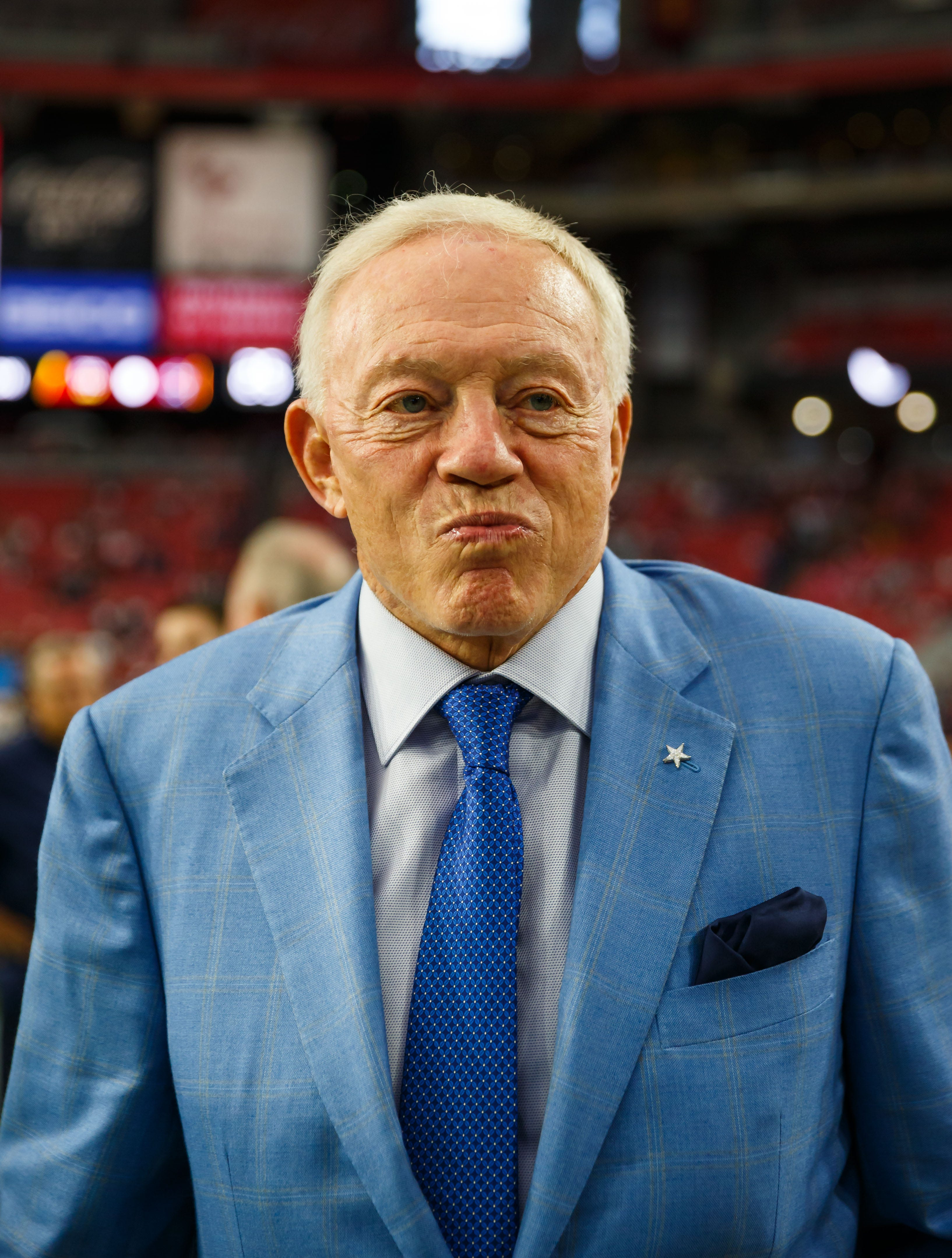 Jerry Jones: Cowboys players 'disrespecting the flag' won't be allowed to play