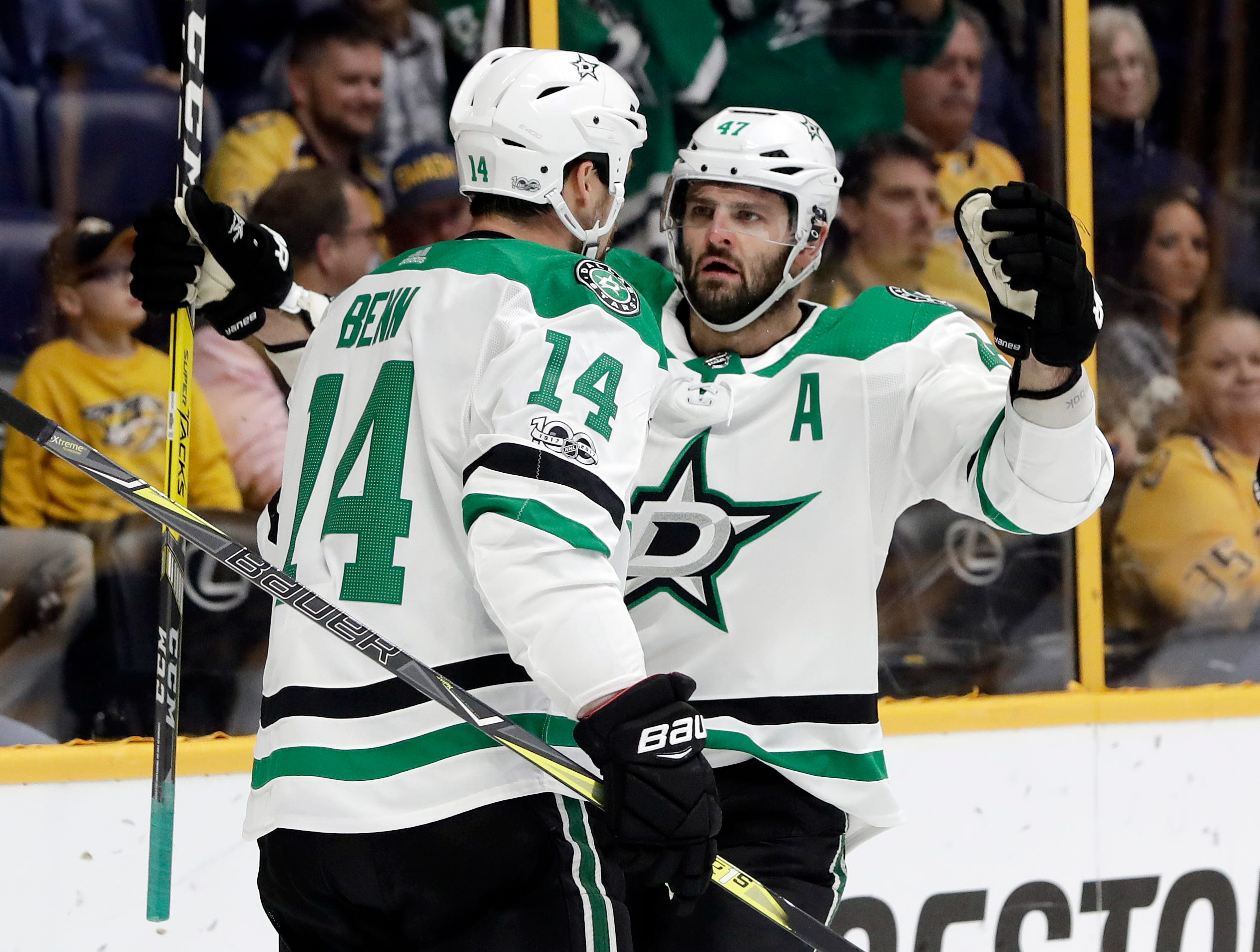 Girard gets first NHL goal, Predators beat Stars 4-1