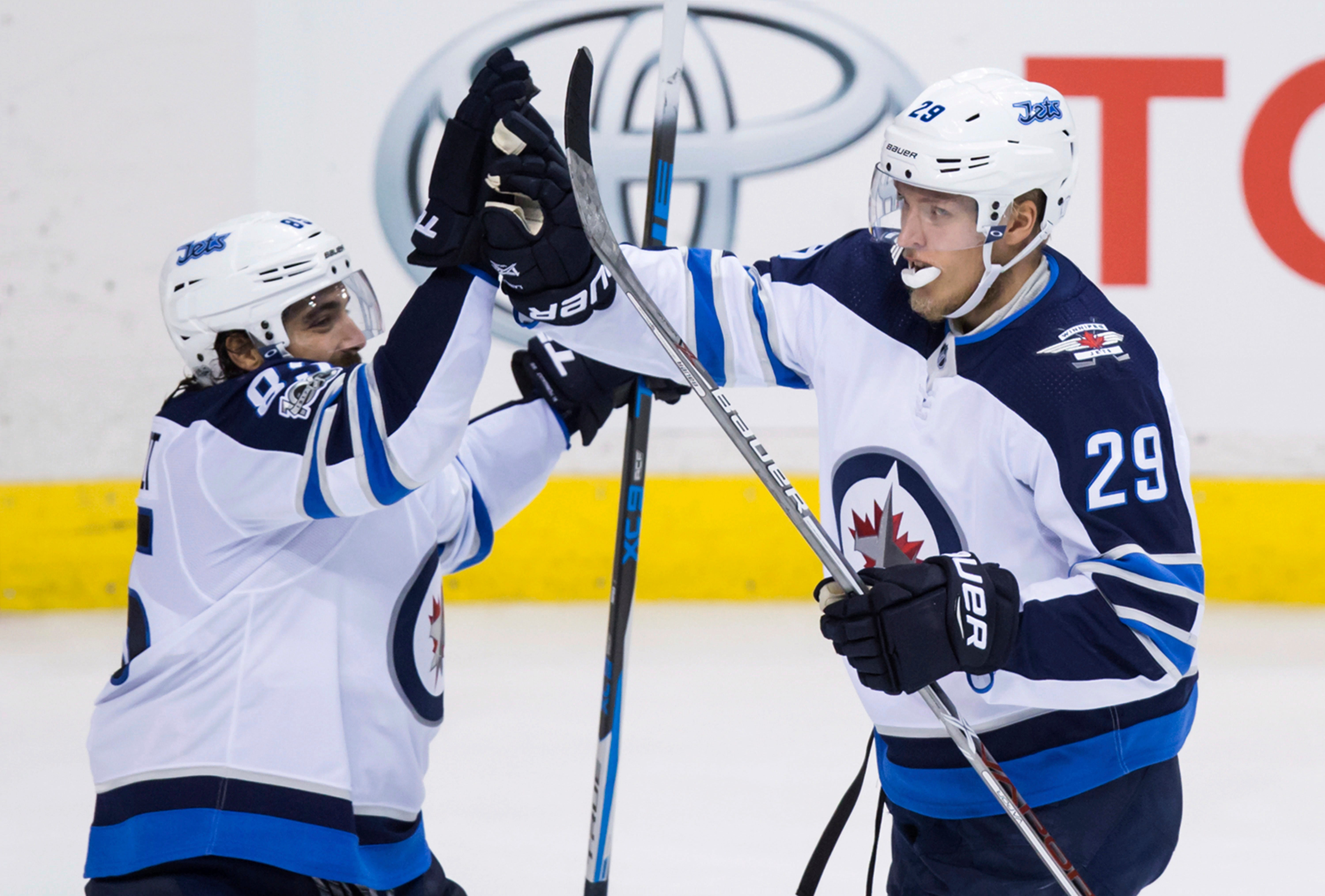 Laine, Myers score late in 2nd, Jets top Canucks 4-2