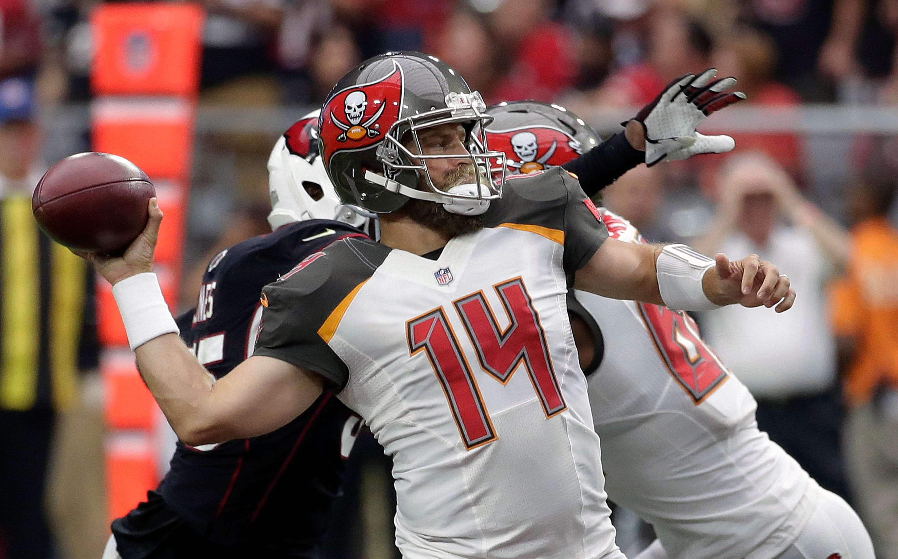 Peterson scores twice as Cardinals hold off Bucs 38-33