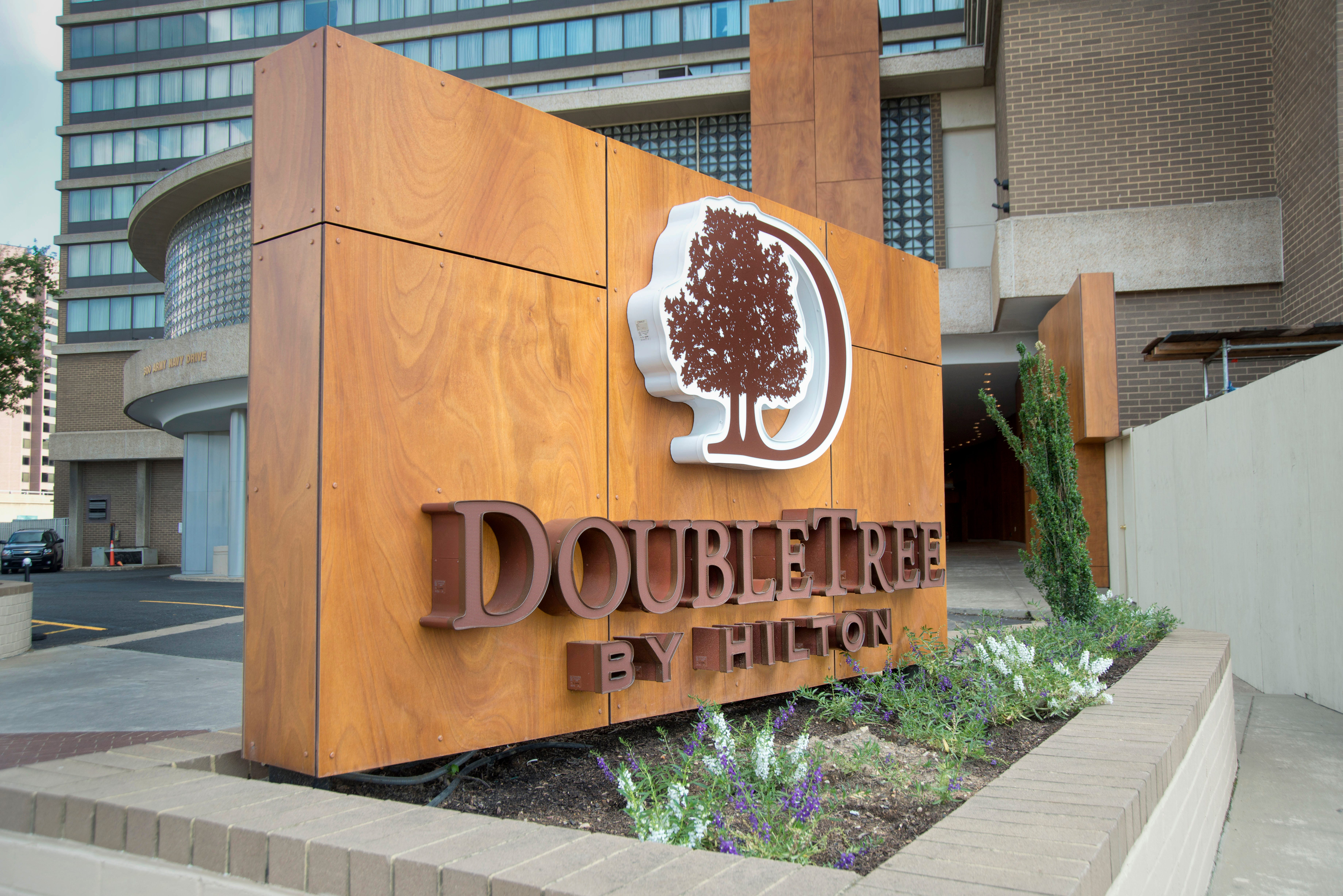DoubleTree sorry for sign declaring: 'No longer serving military personnel & their guests'